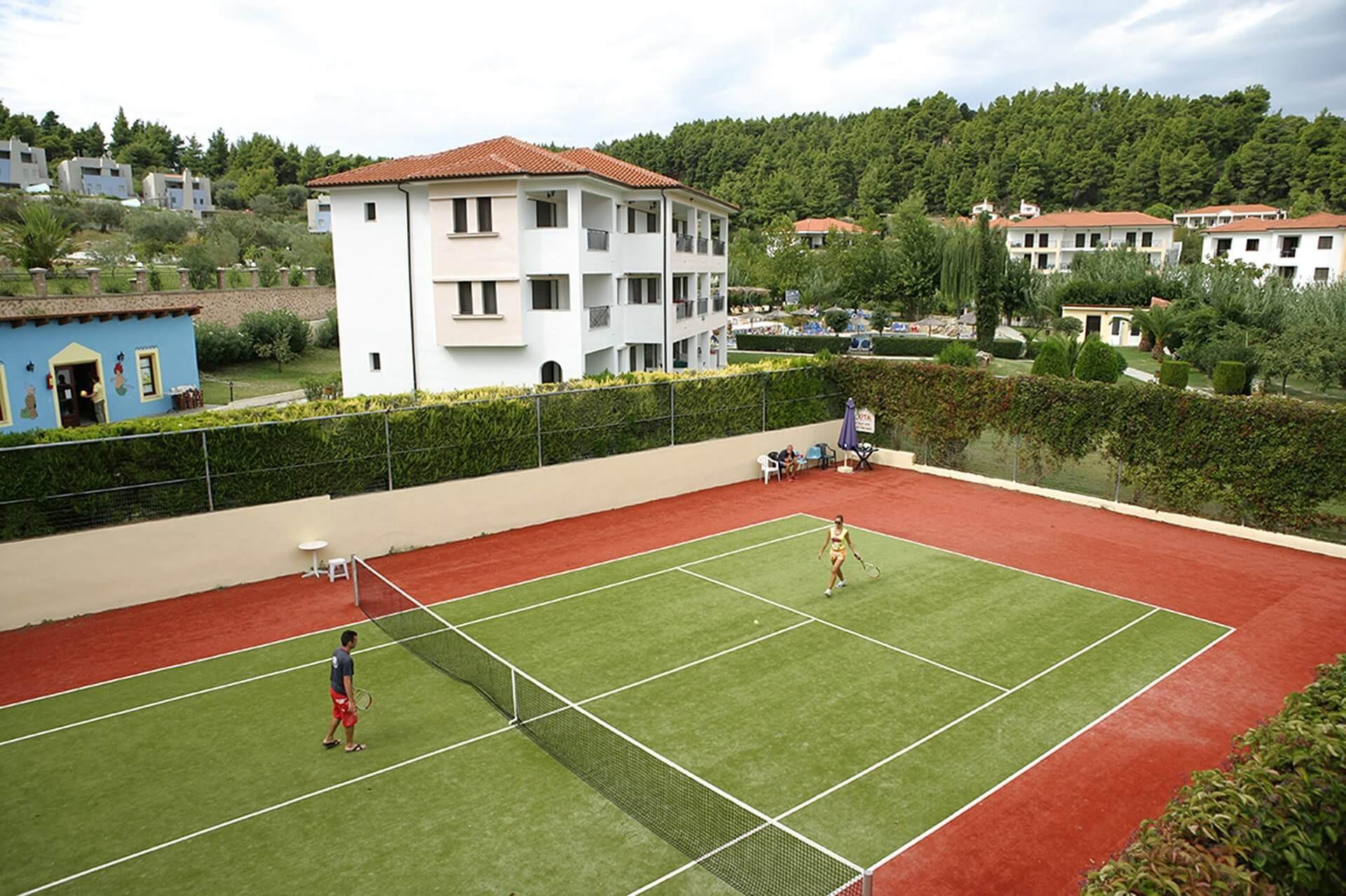Chrousso Village Hotel - тенис корт