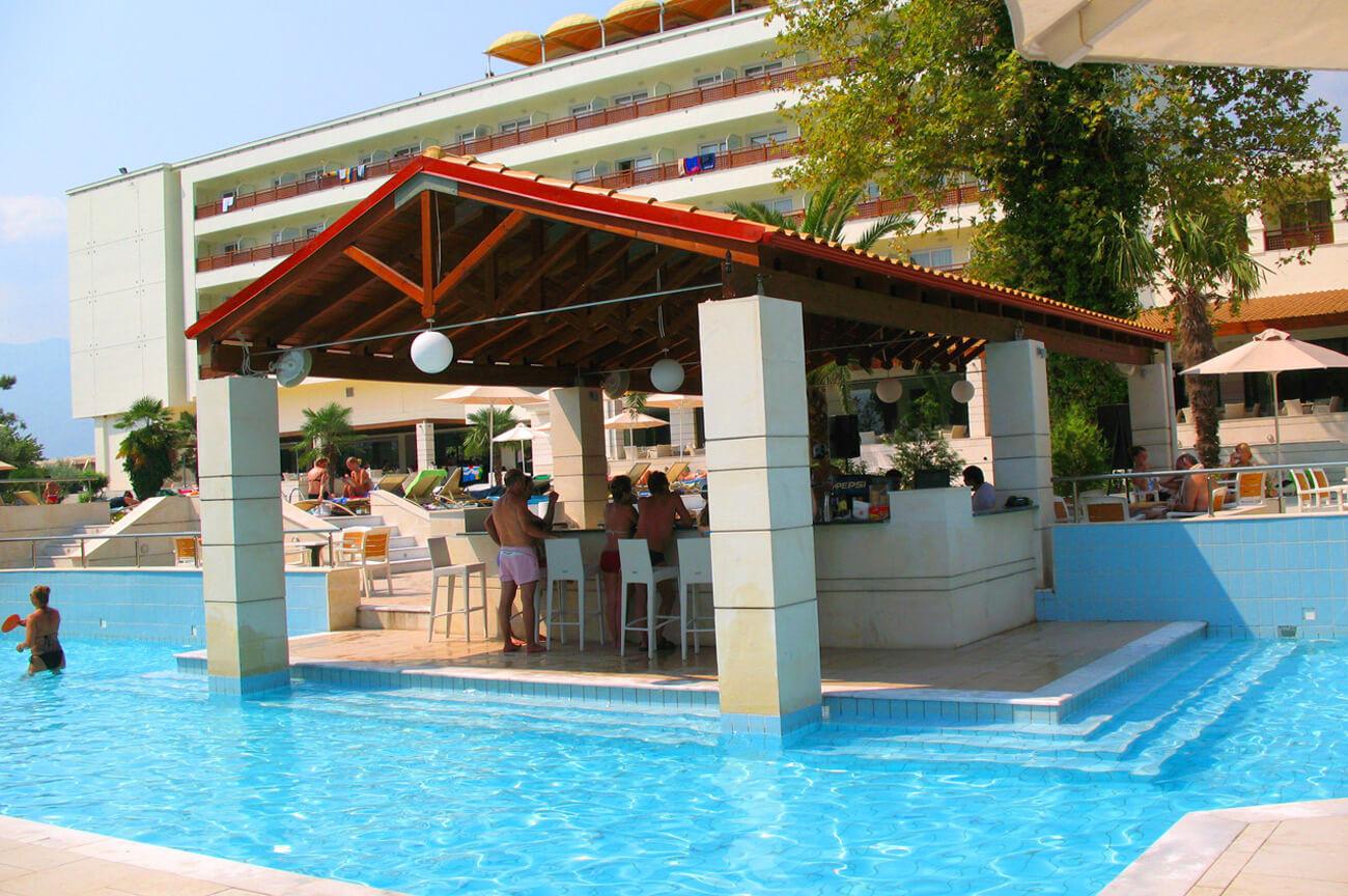 Olympian Bay Holiday Club - бар на басейна
