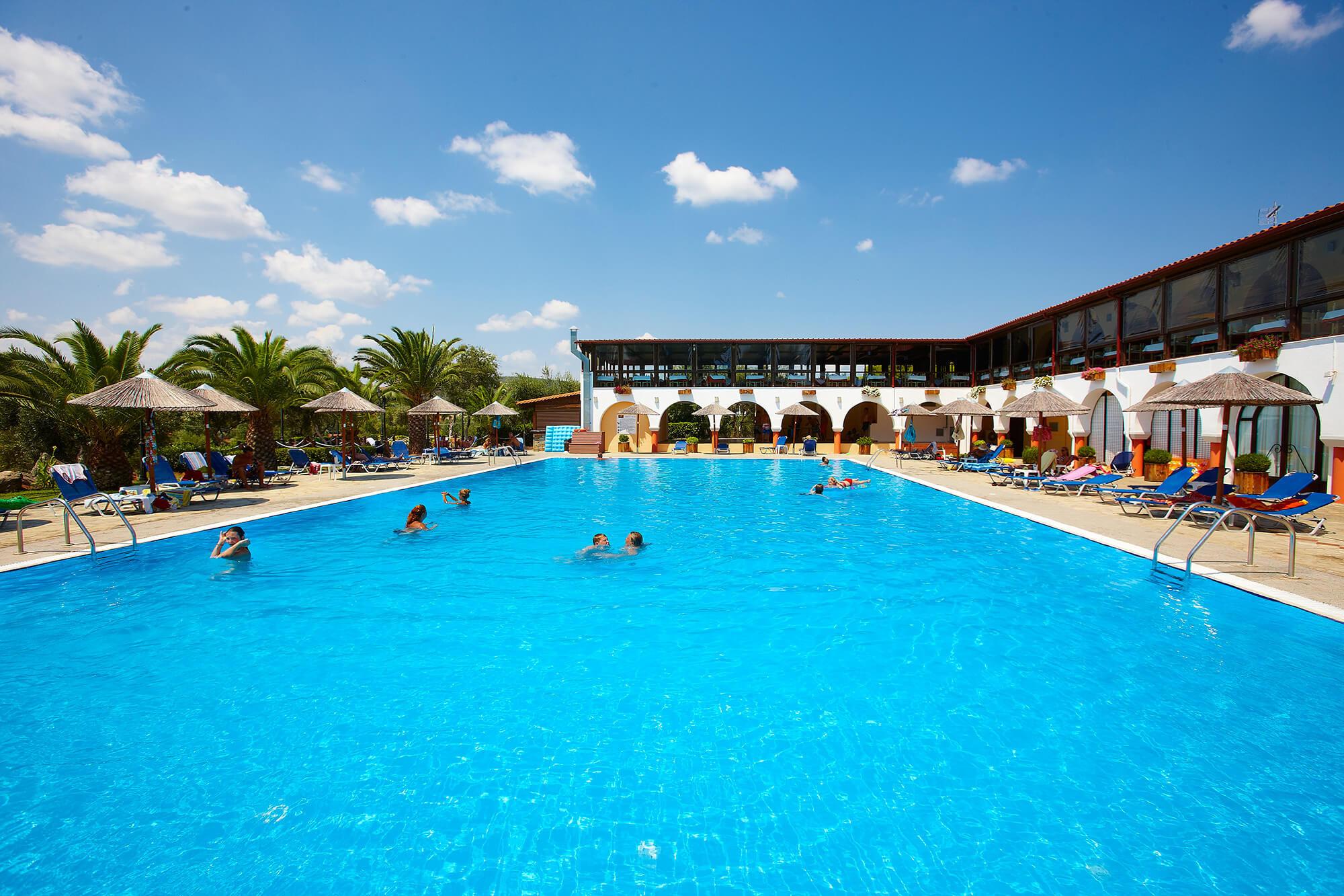 Blue Dolphin Hotel - басейн