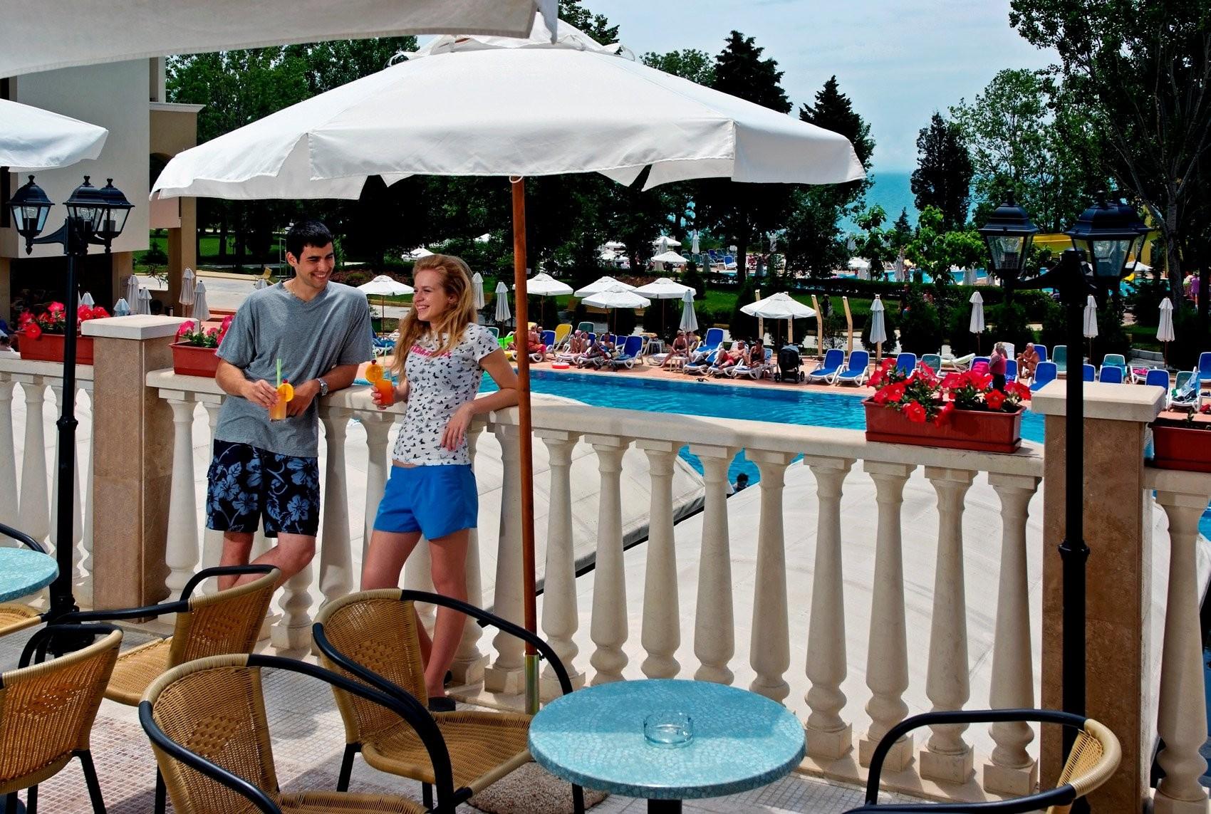 Хотели Сол Несебър Бей и Маре - бар край басейна