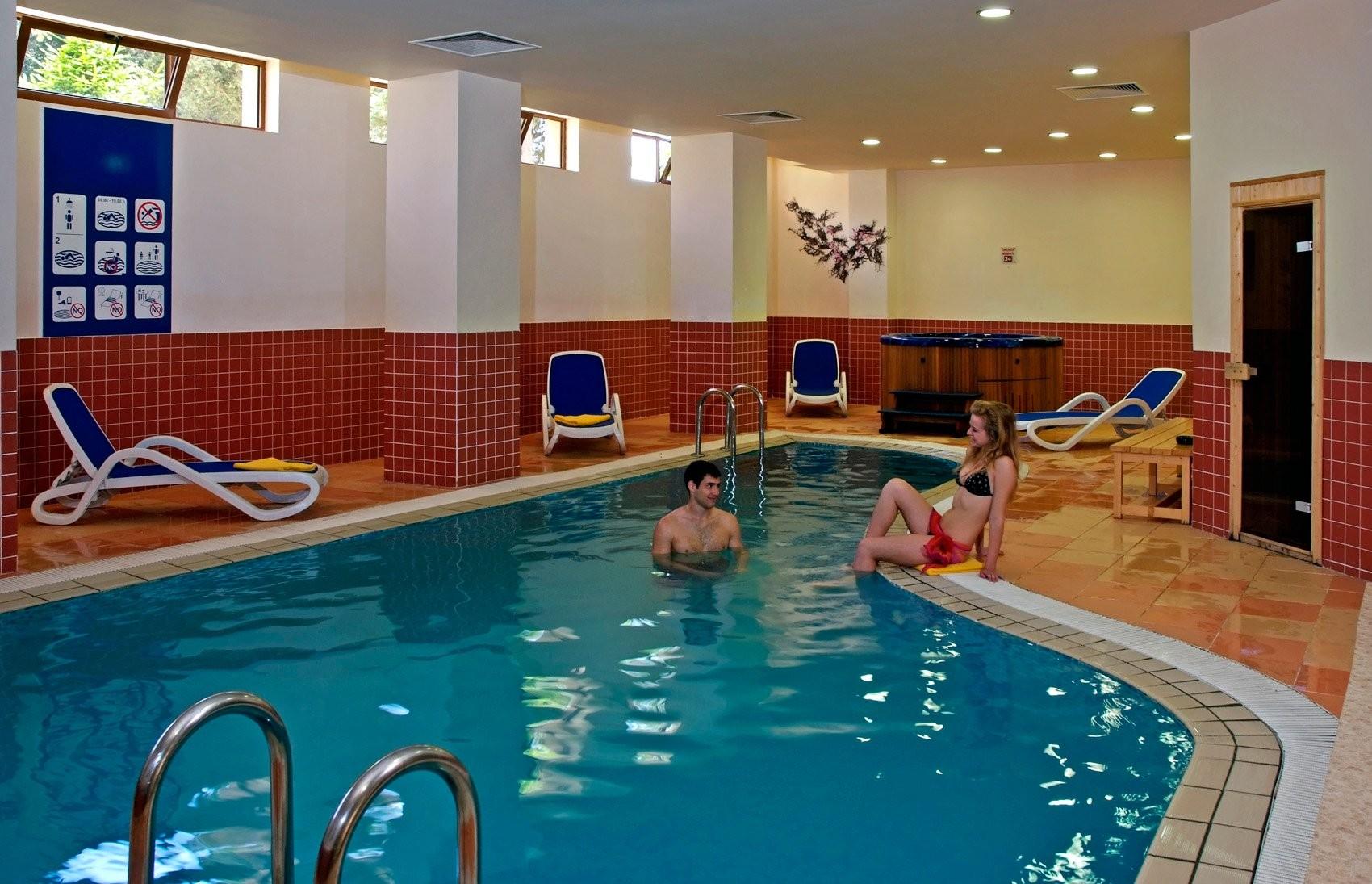 Хотели Сол Несебър Бей и Маре - вътрешен басейн