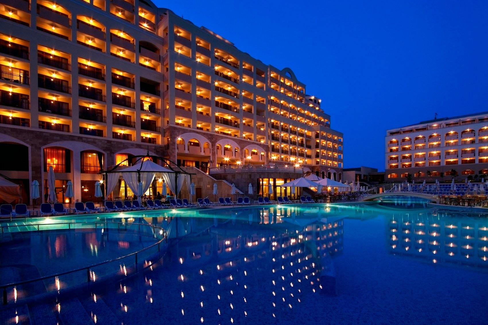 Хотел Сол Несебър Палас - нощен изглед