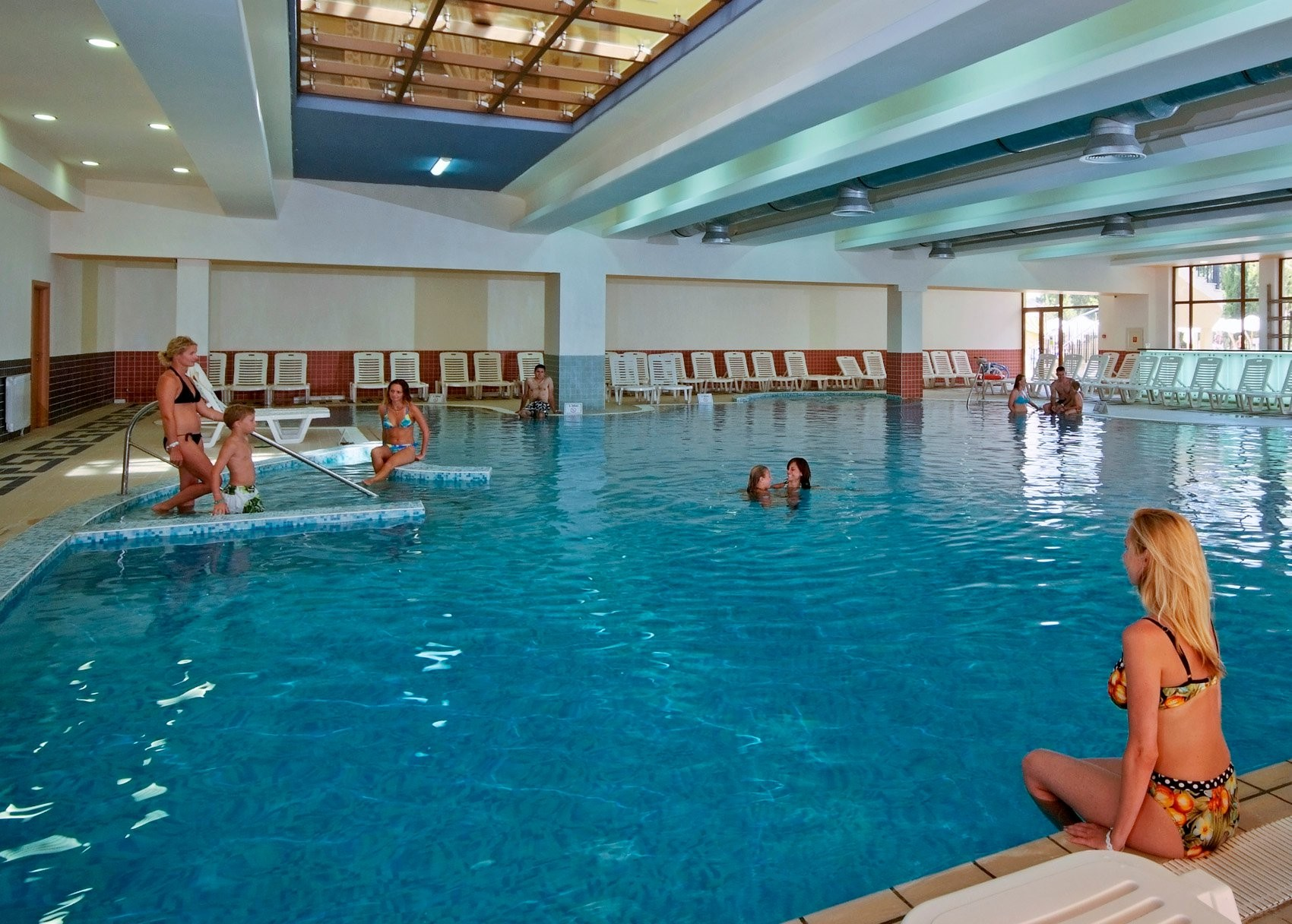 Хотел Сол Несебър Палас - вътрешен басейн