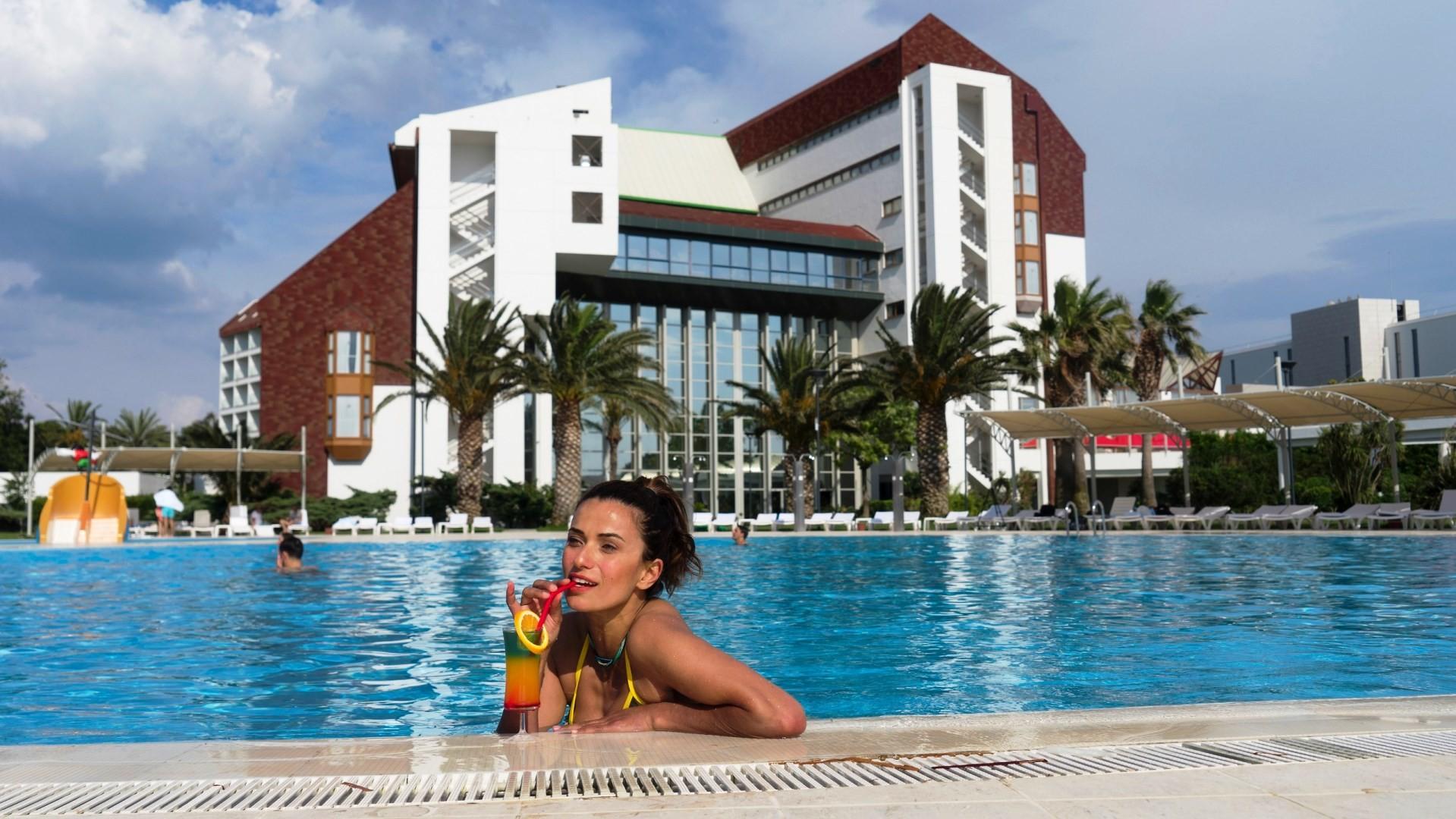 Grand Hotel Ontur - басейн