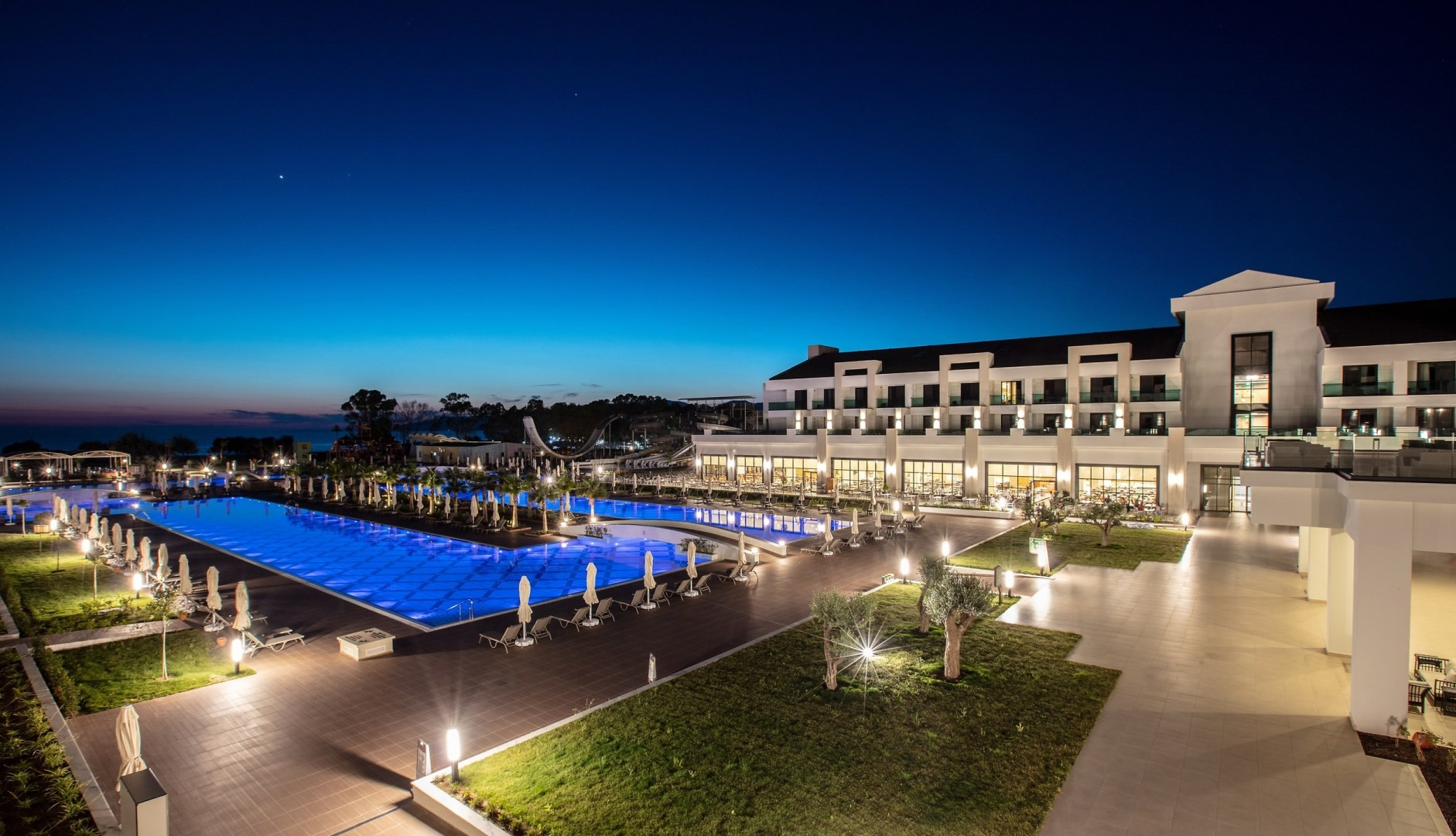 KoruMar Ephesus Beach & Spa Resort  - нощен изглед