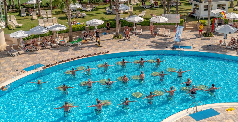 Kamelya Collection K Club - басейн аеробика