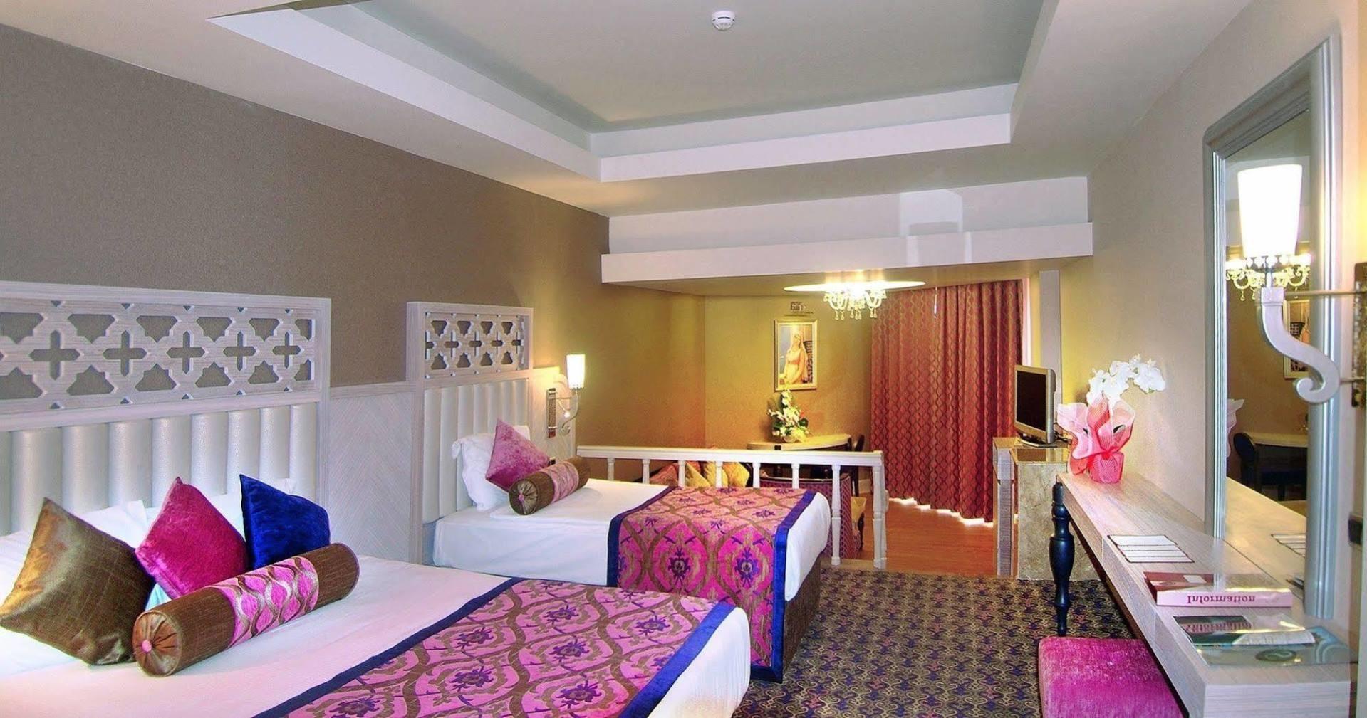 Royal Alhambra Palace - стая