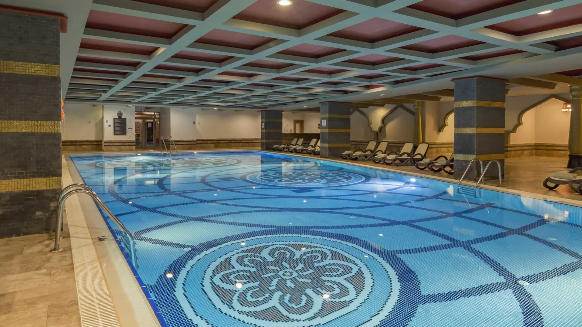 ROYAL DRAGON HOTEL 5* - върешен басейн