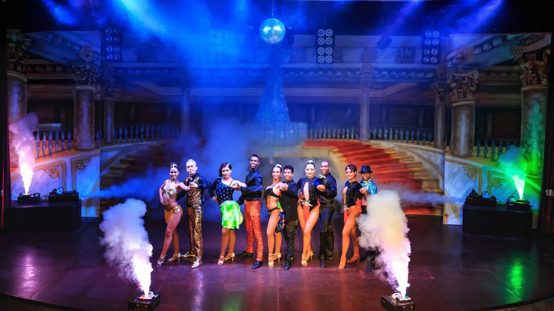 Royal Dragon Hotel - шоу