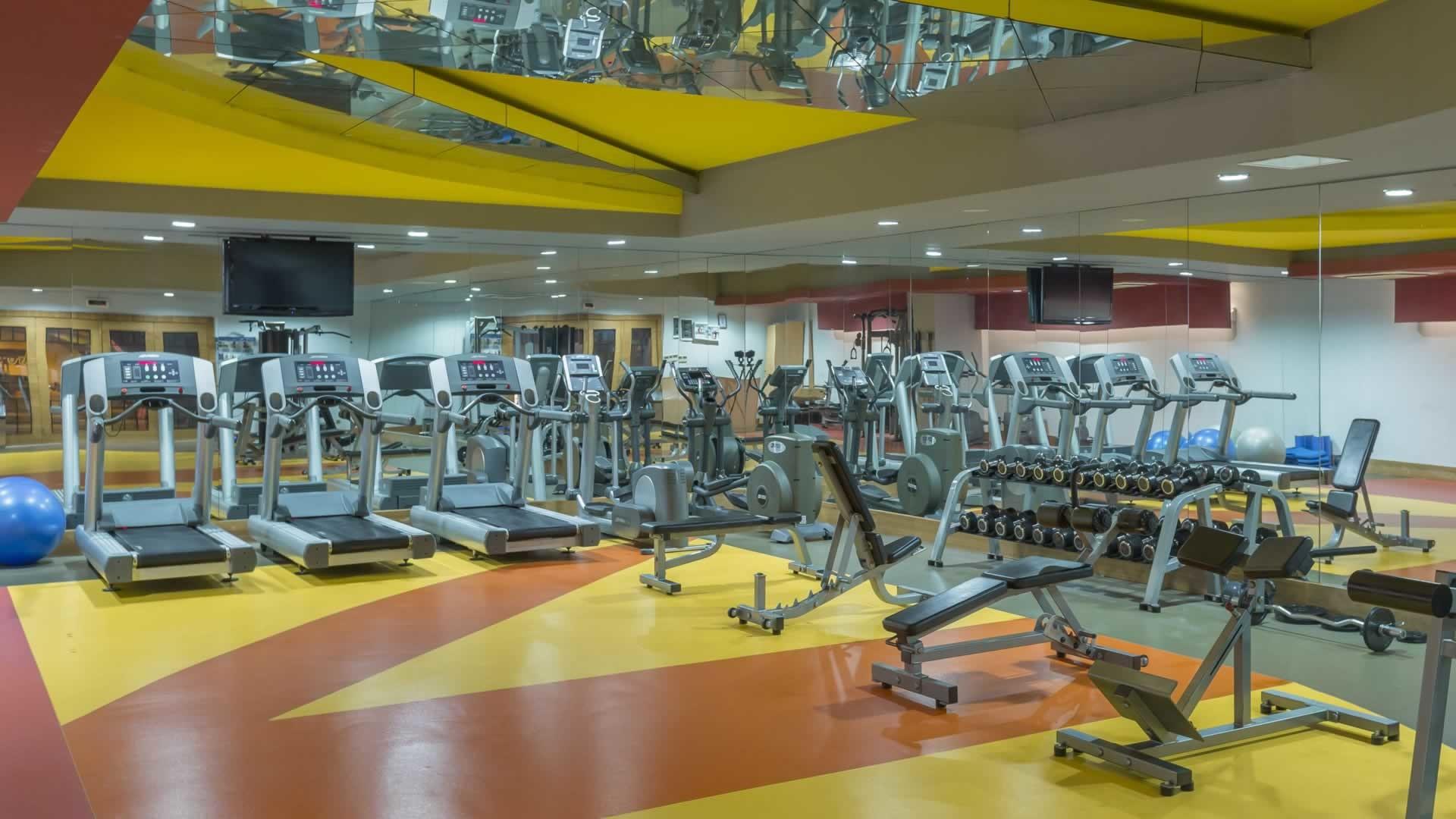 Royal Dragon Hotel - фитнес