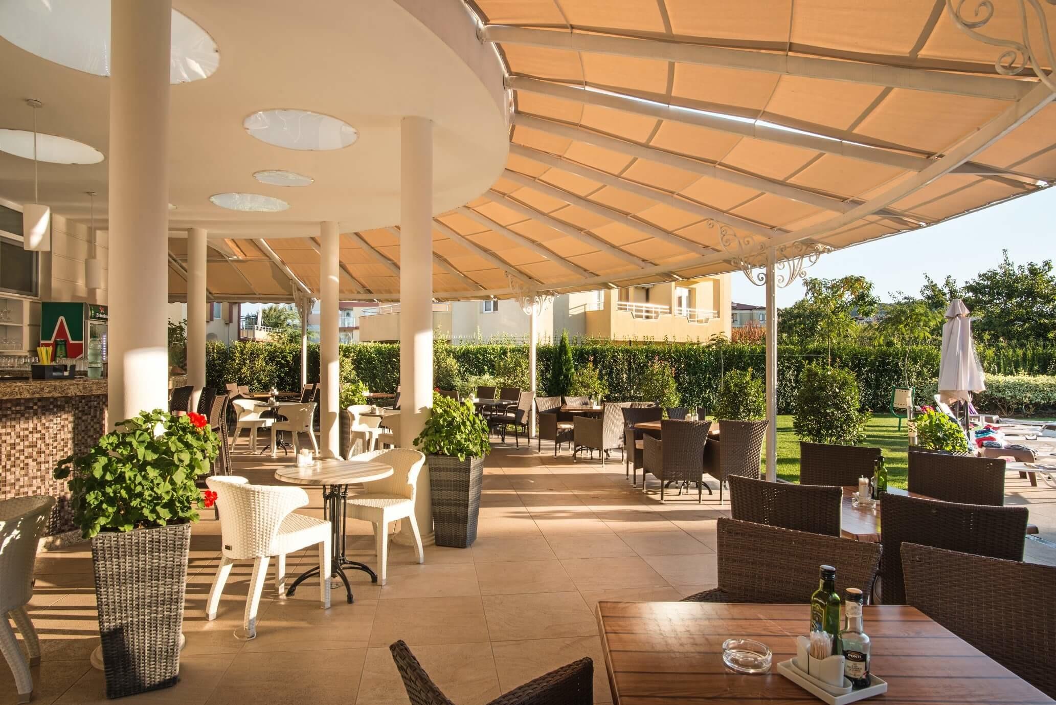 Хотел Мирамар - бар на басейна