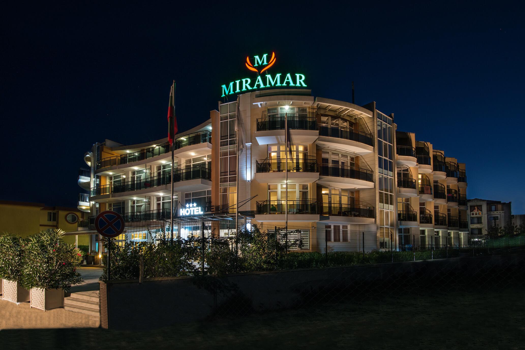 Хотел Мирамар - вечер