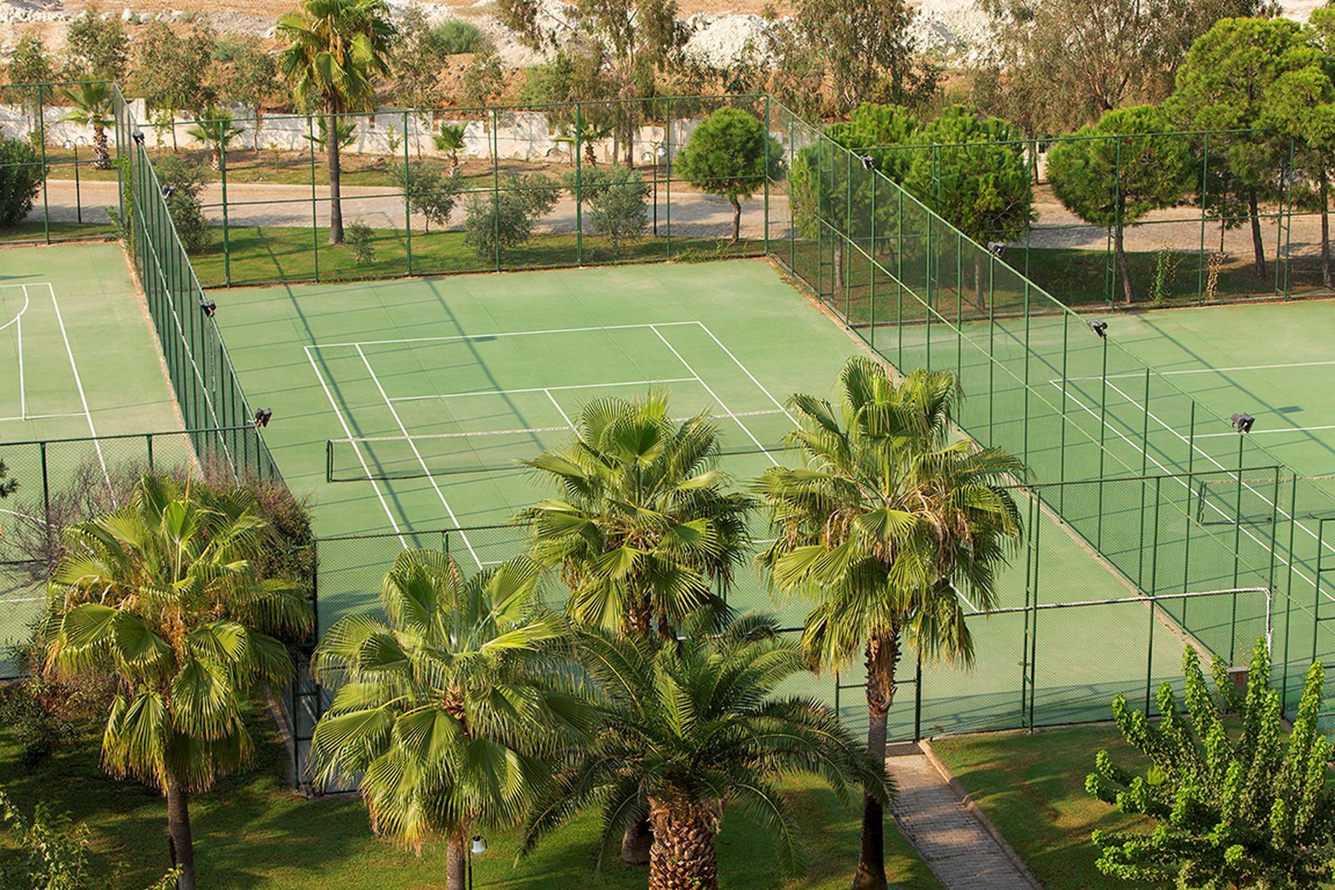 Richmond Ephesus Resort - тенис корт