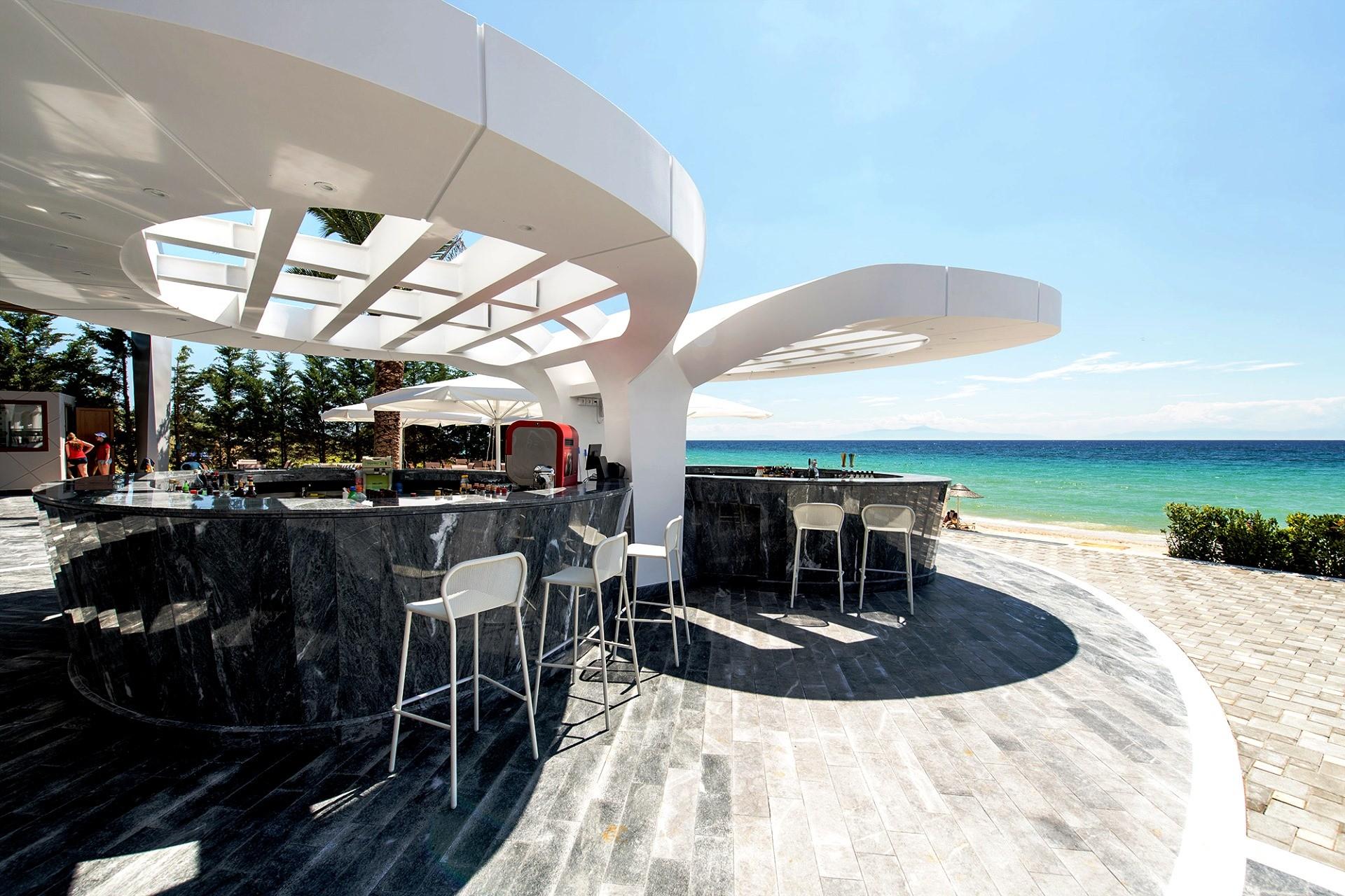 Potidea Palace - бар на плажа