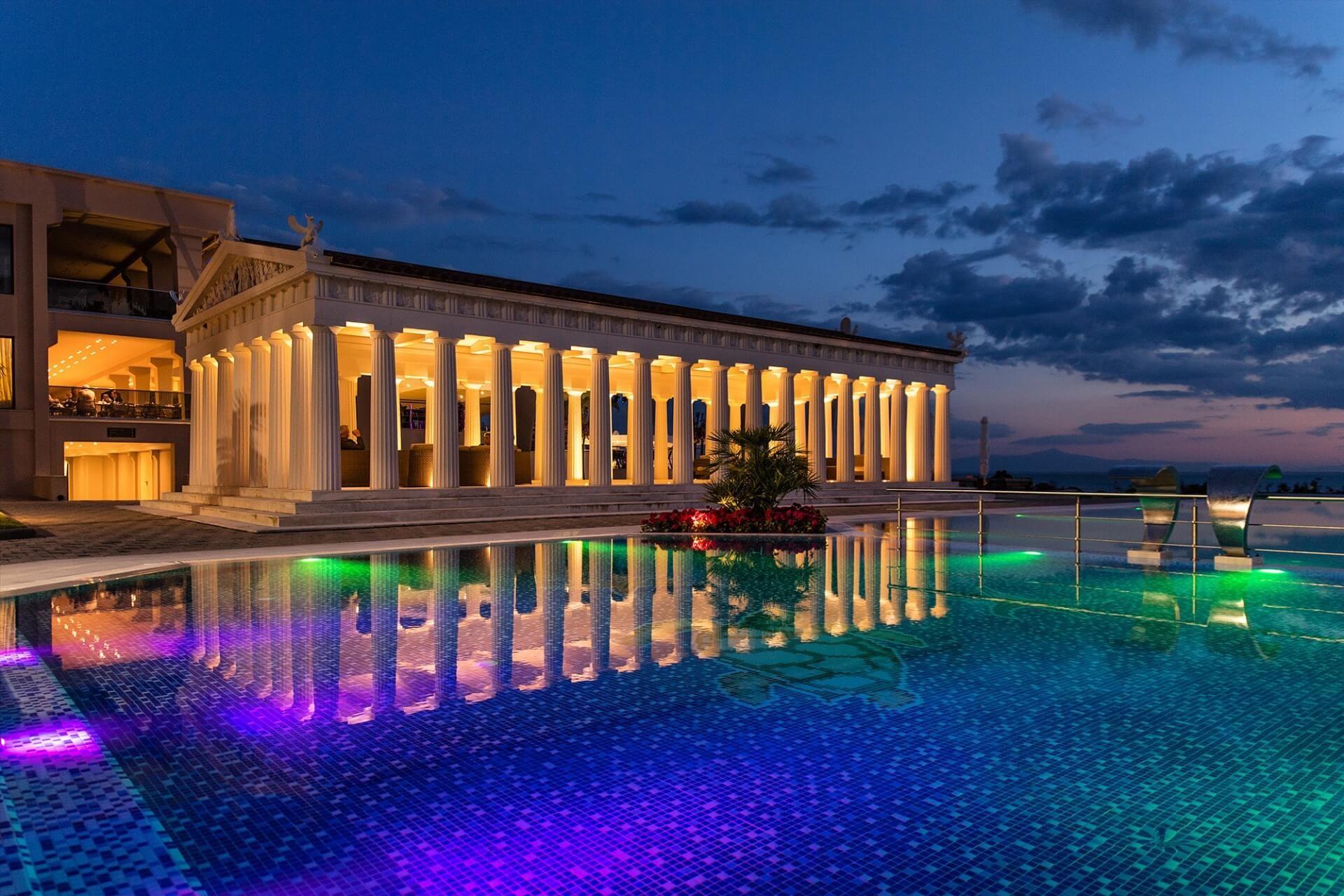 Potidea Palace - нощен изглед