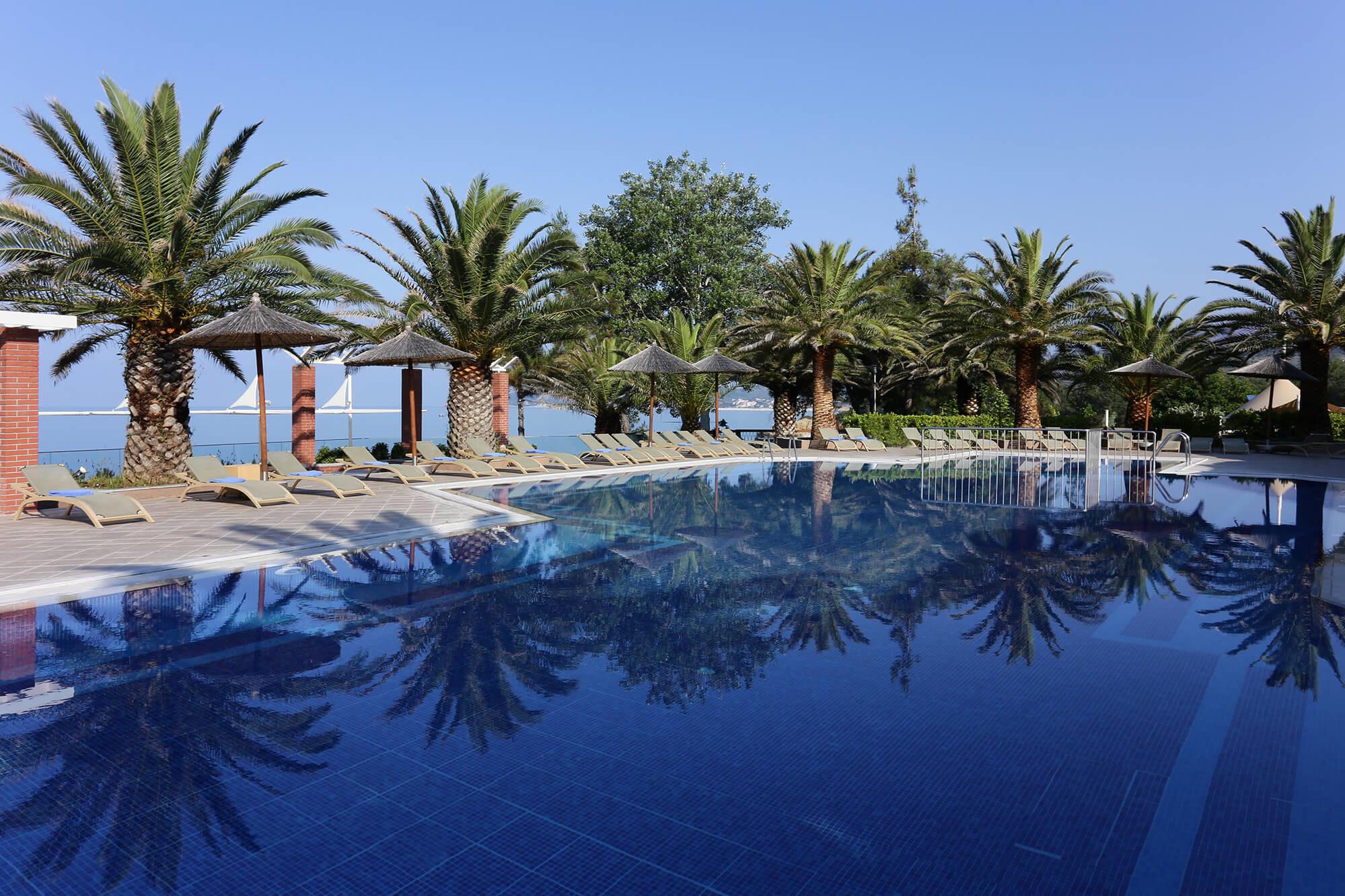 Alexandra Beach - басейн