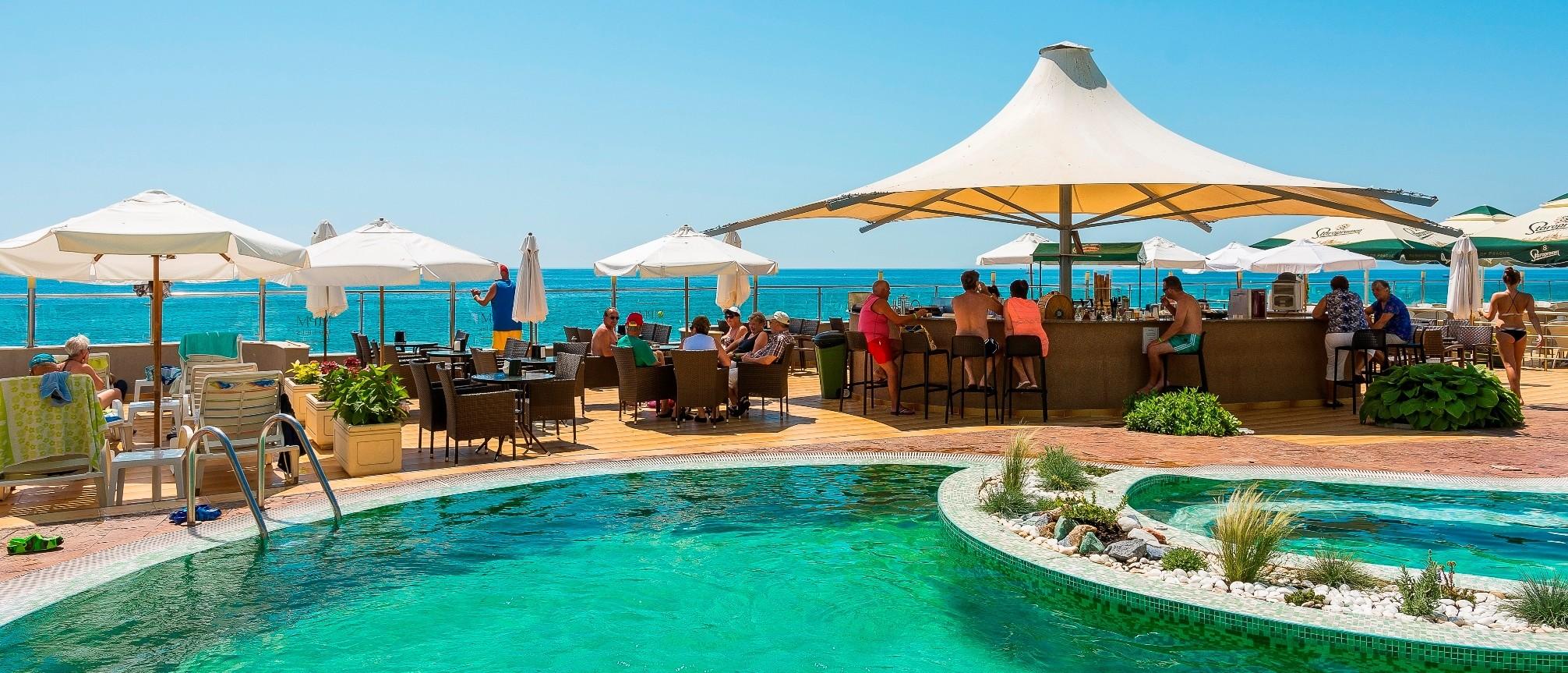 Хотел Арсена - външен басейн