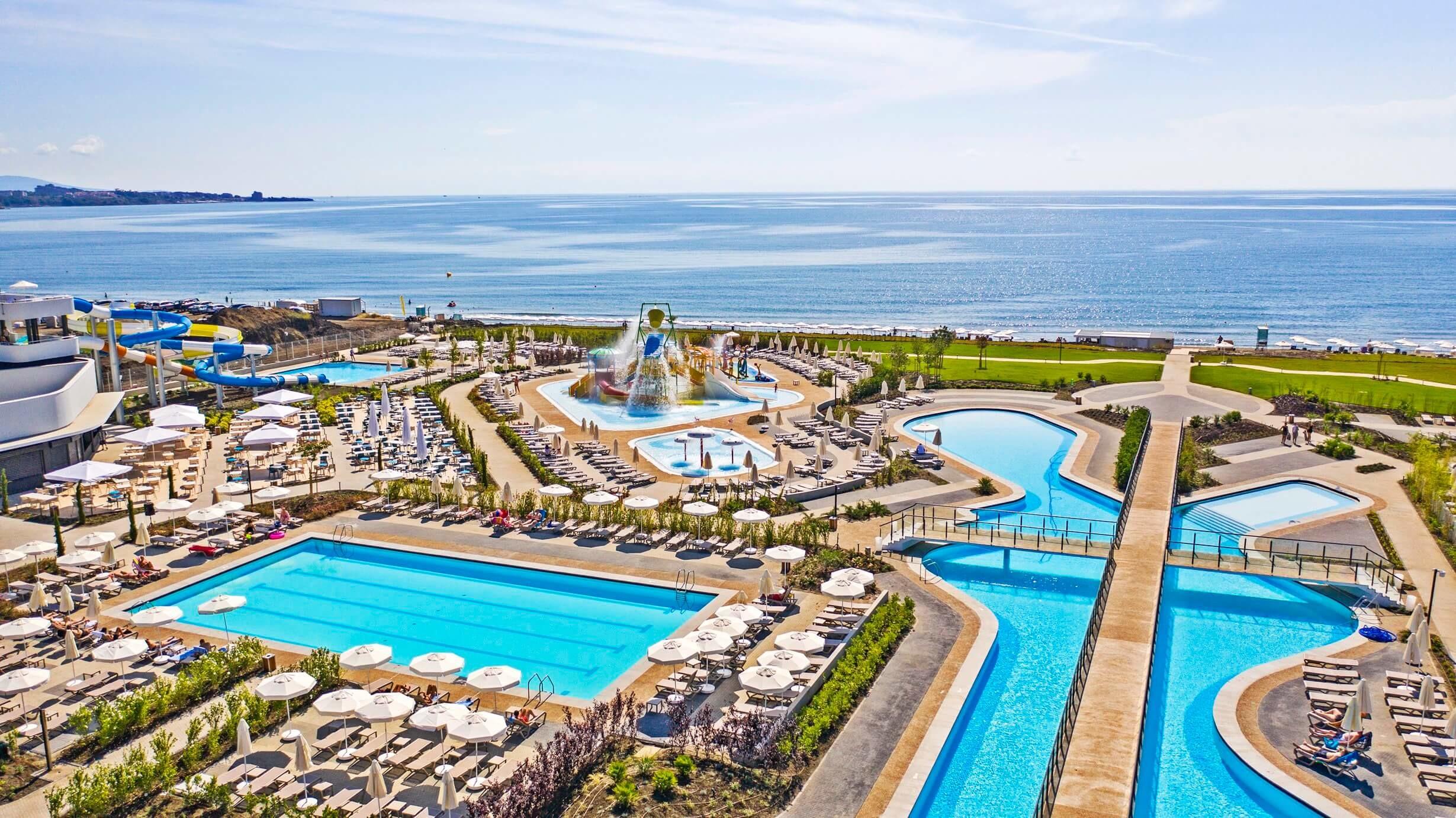 Wave Resort - басейни