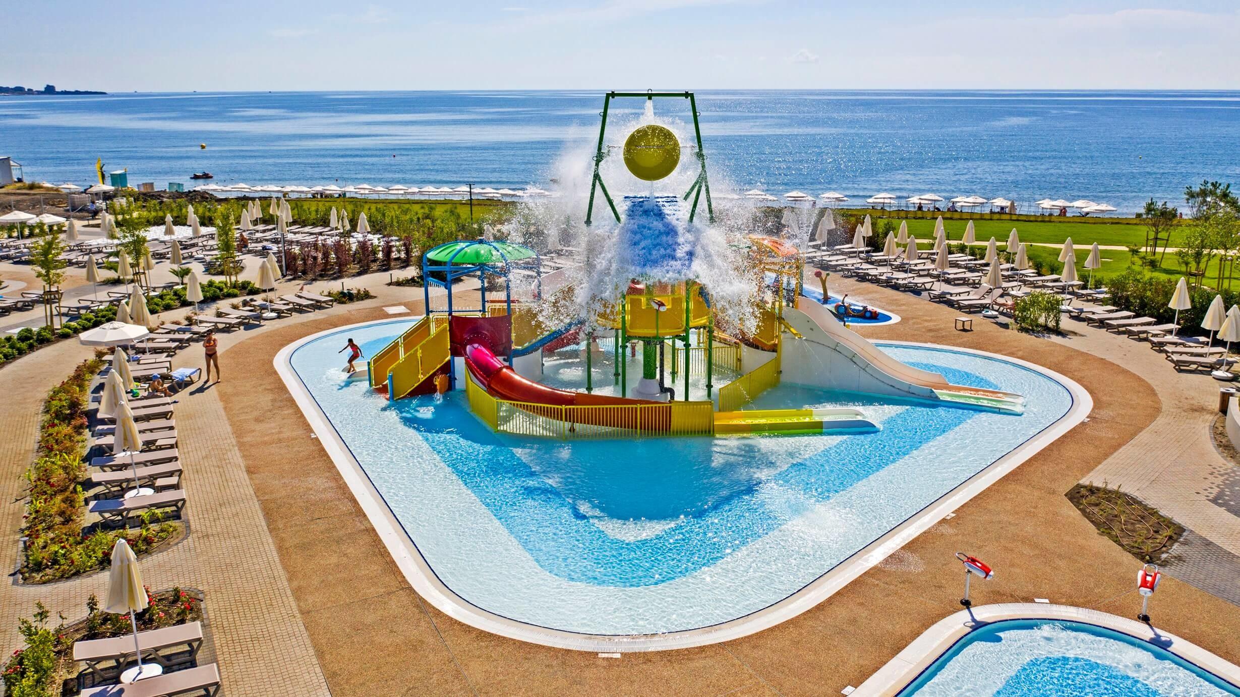 Wave Resort - сплаш басейн, пързалки