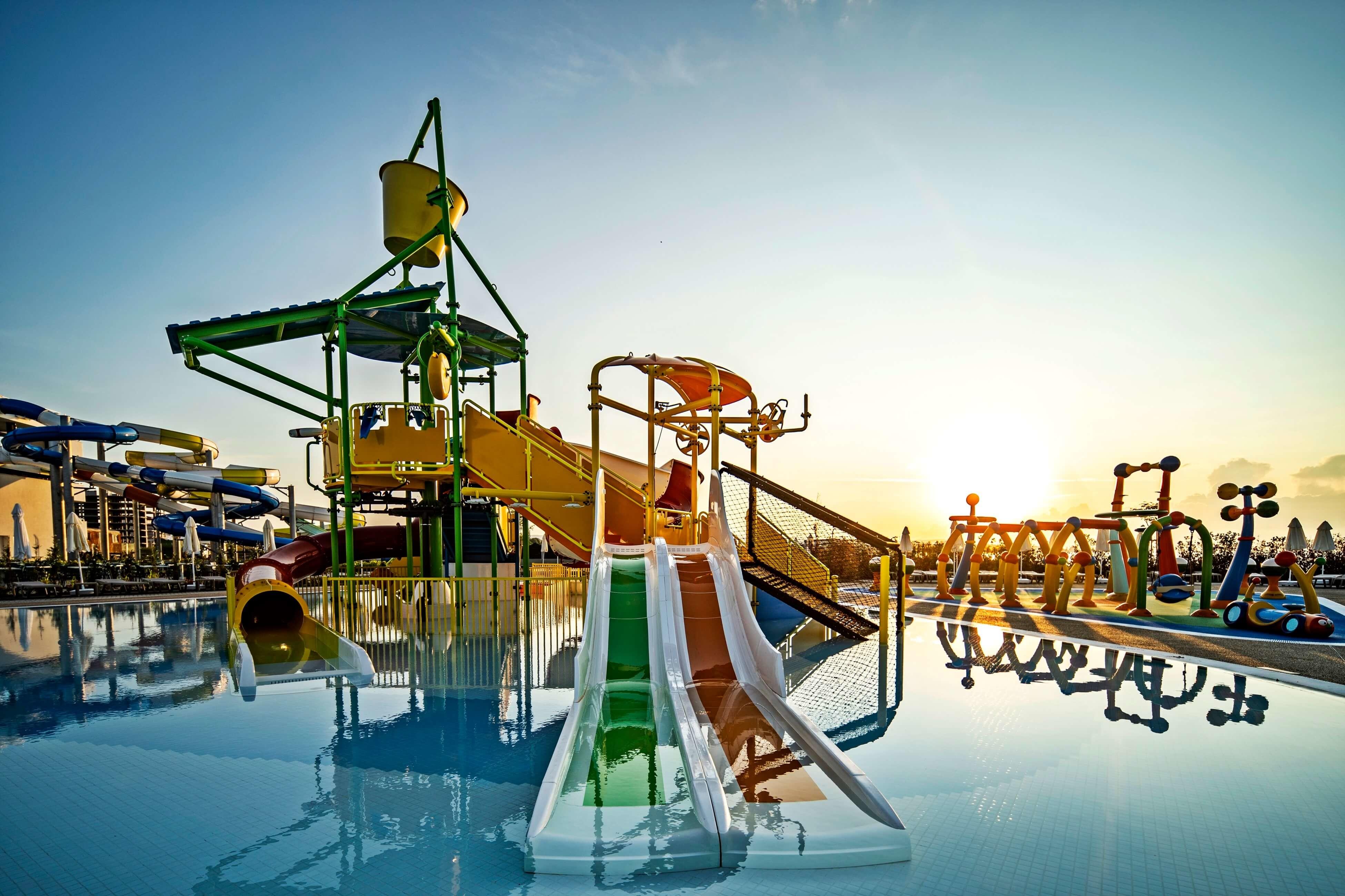 Wave Resort - сплаш басейн, пързалки -