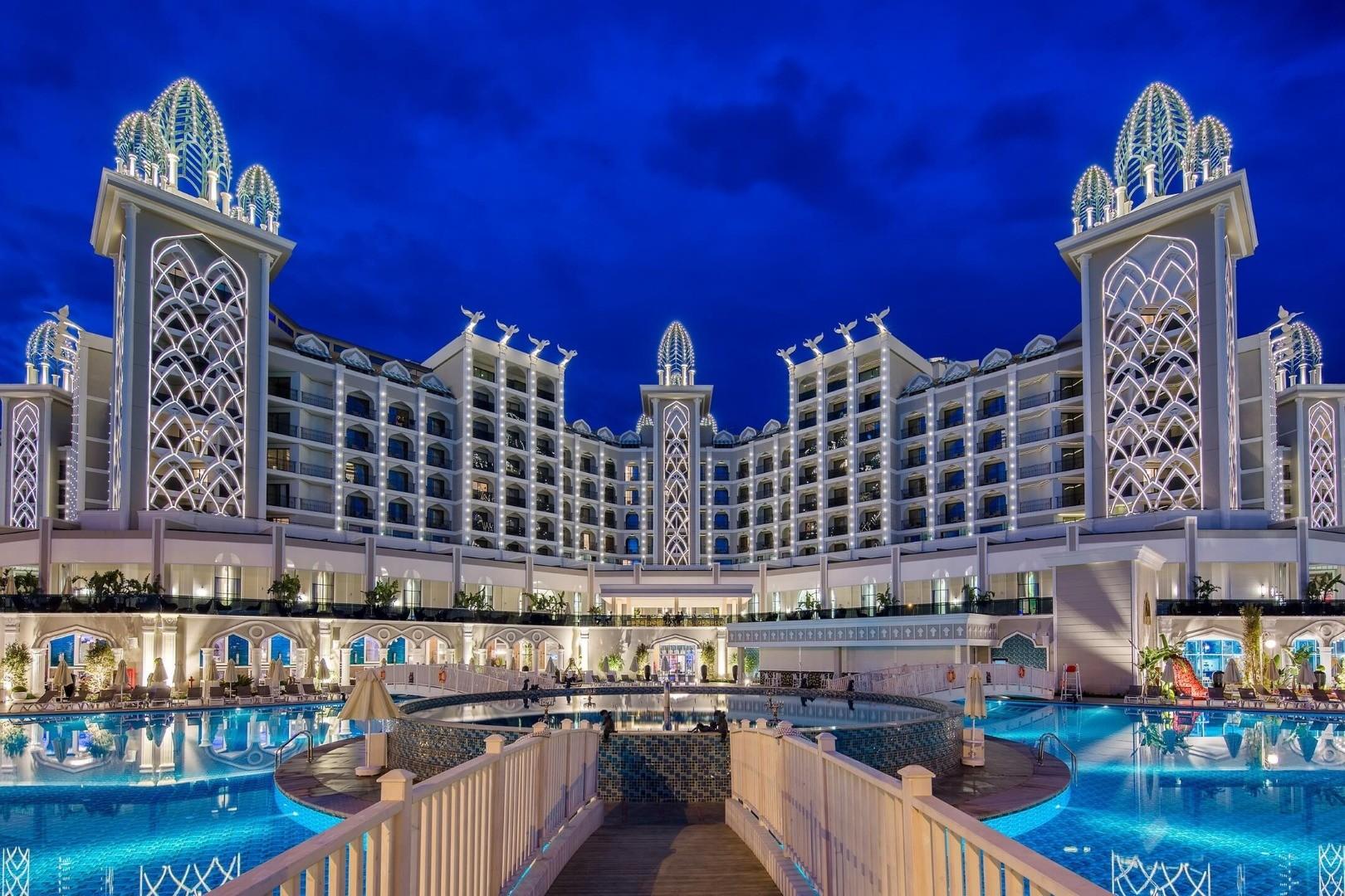 Granada Luxury Belek - вечерен изглед