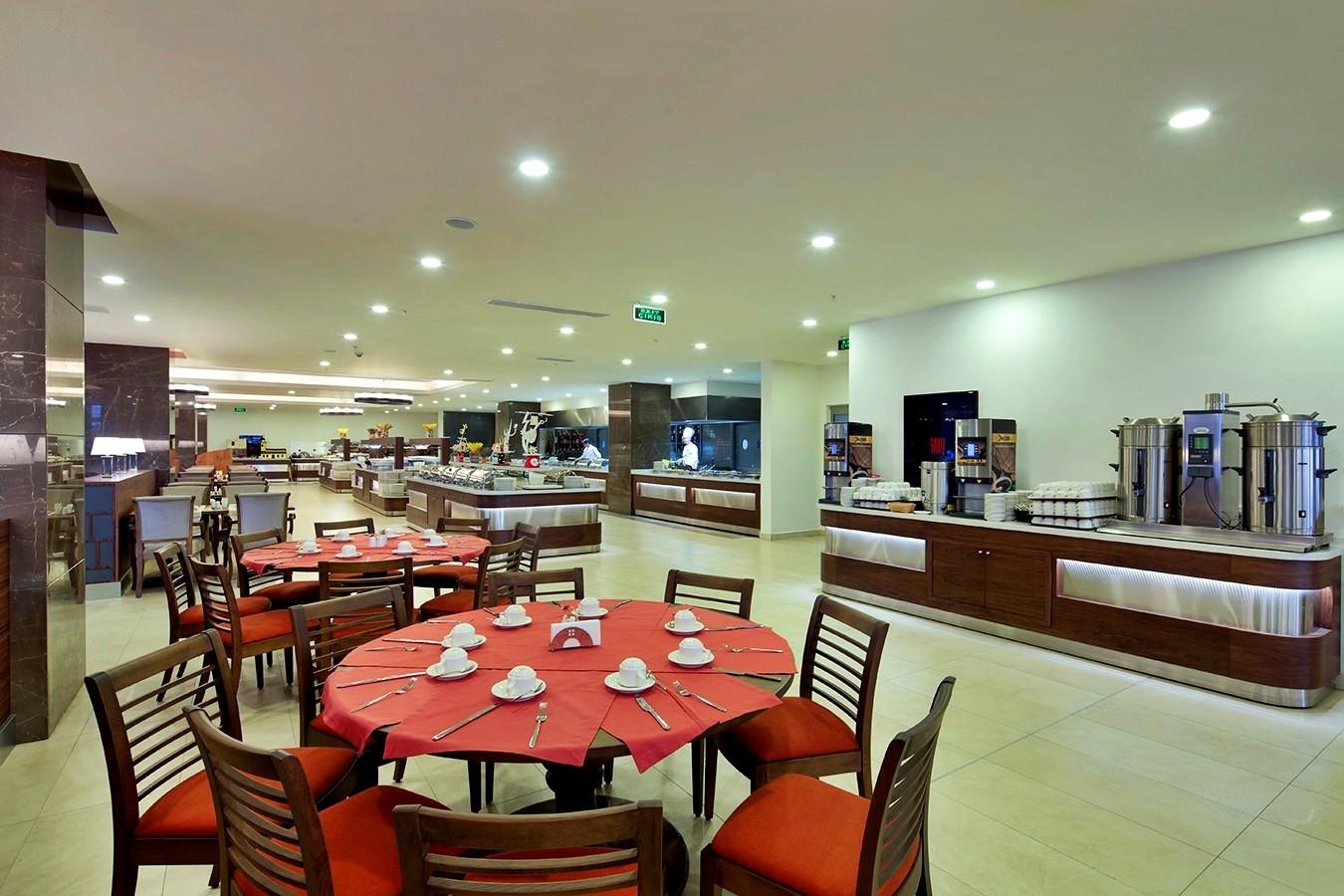 Ramada Golf - основен ресторант