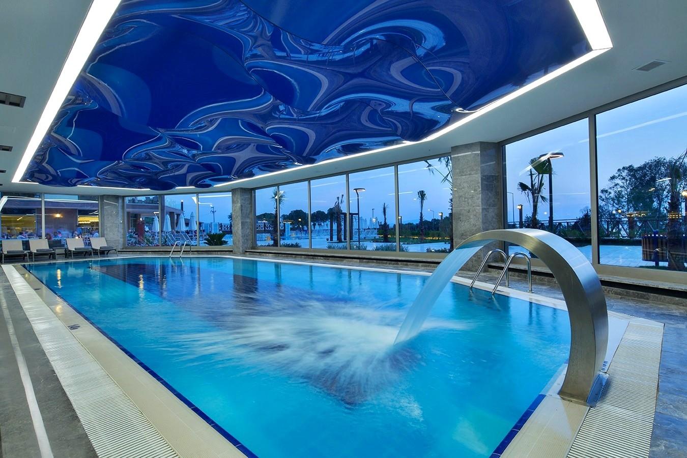 Ramada Golf - вътрешен басейн