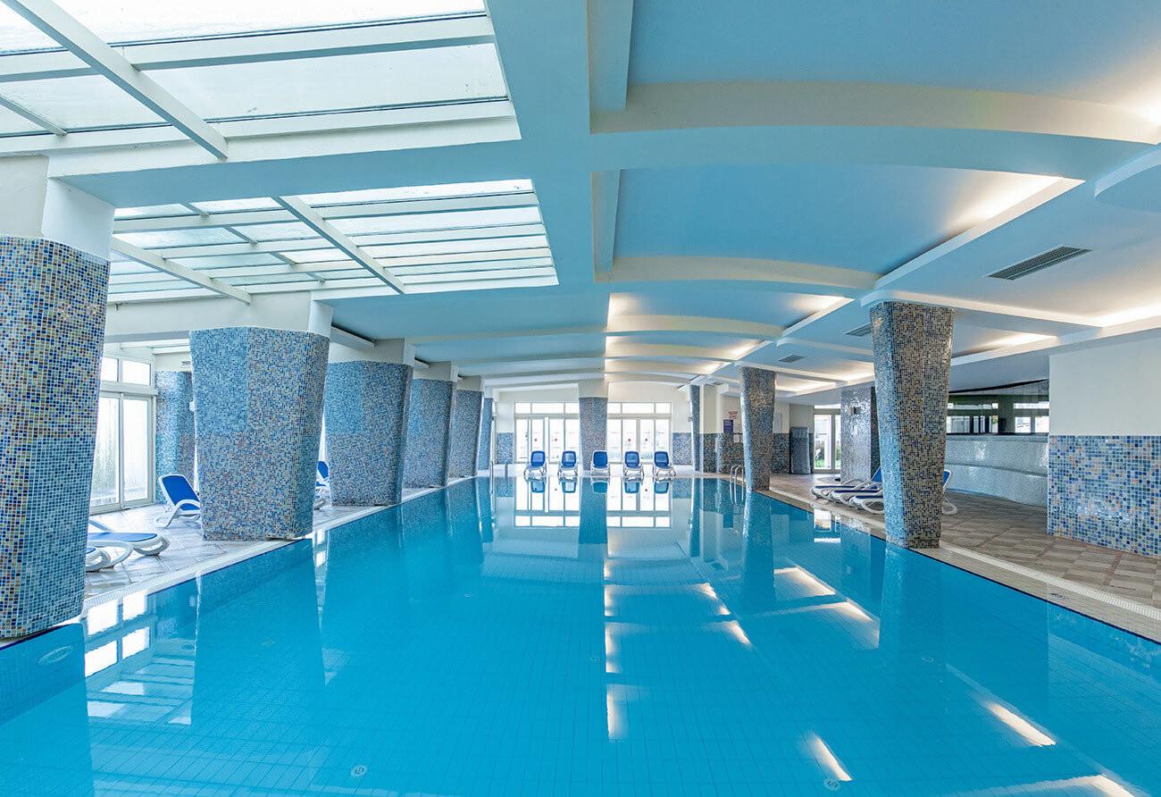 La Blanche Resort & Spa - вътрешен басейн