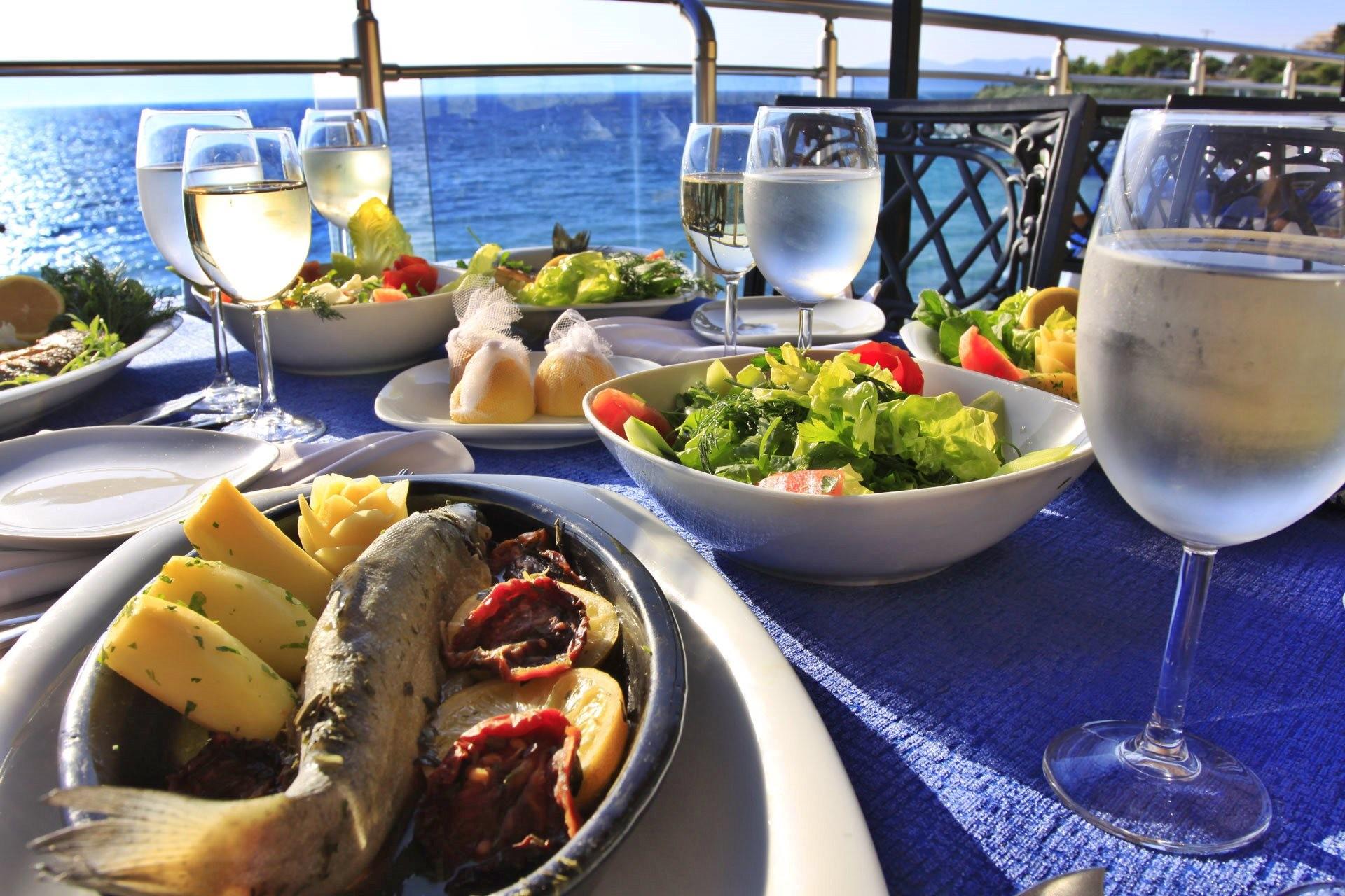 Sealight Resort Hotel - храна