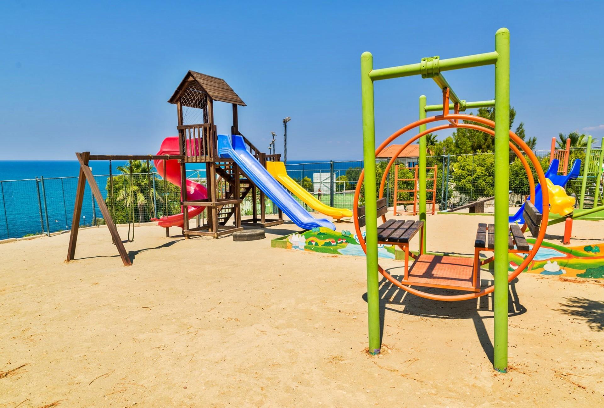 Sealight Resort Hotel - детска площадка