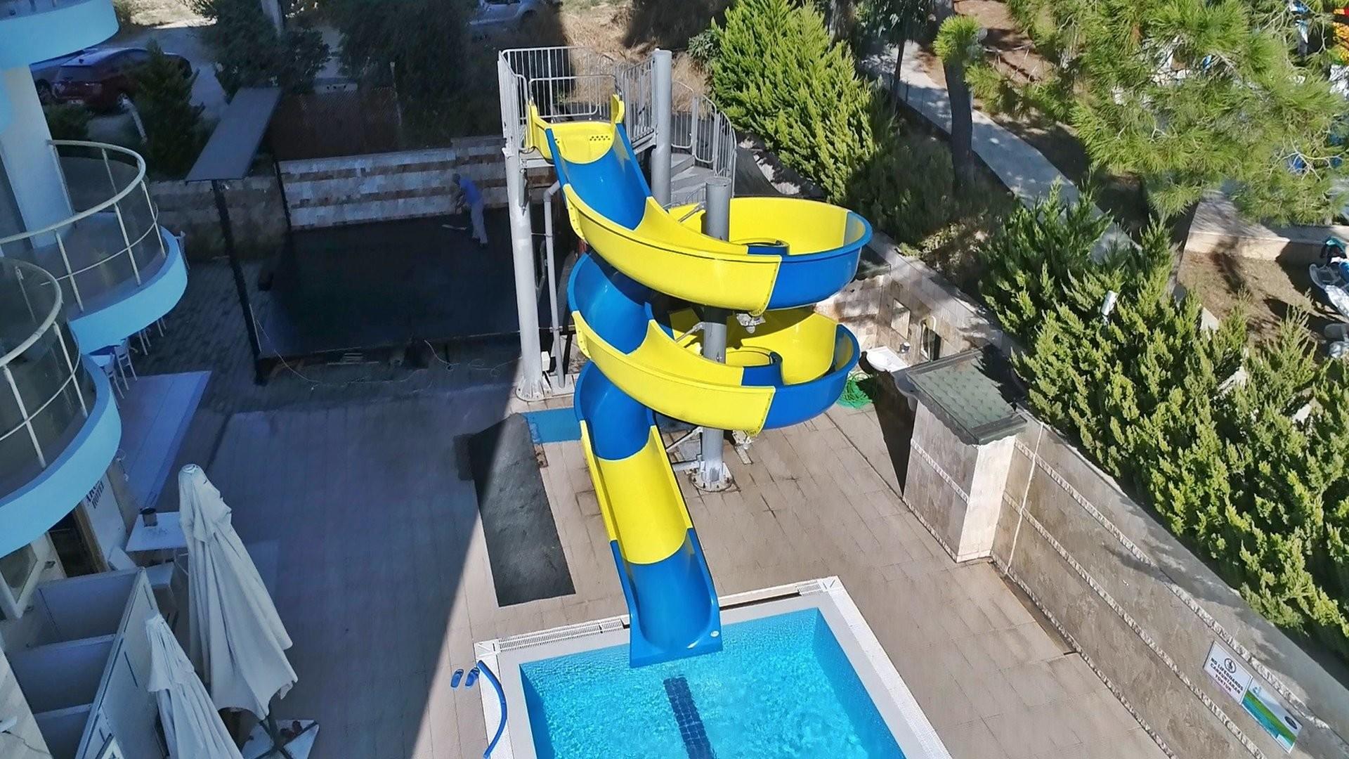 Hotel Arora 4* - басейн с пързалка