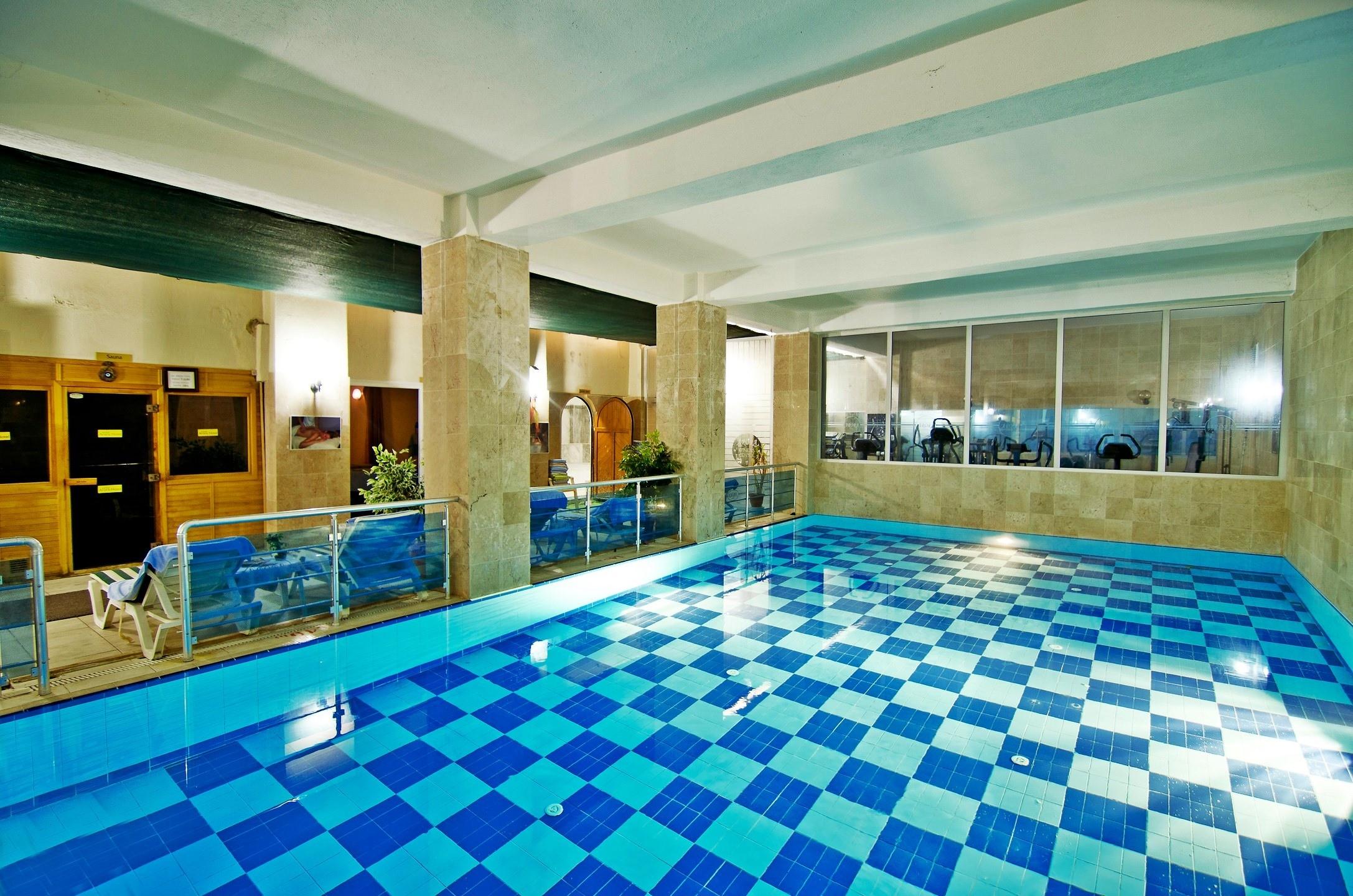 Hotel Arora 4* - закрит басейн