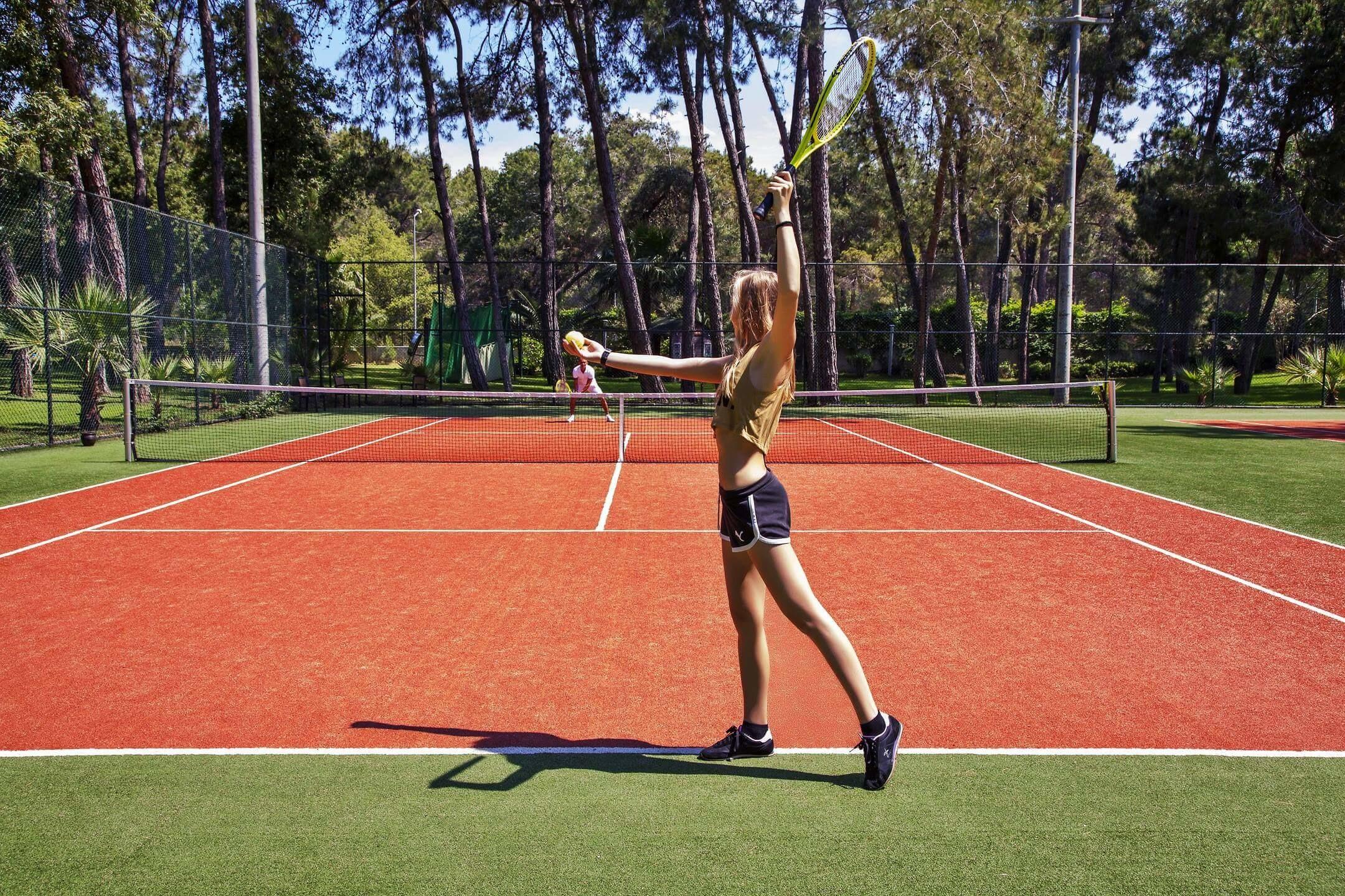 Arcanus Side Resort -тенис на корт
