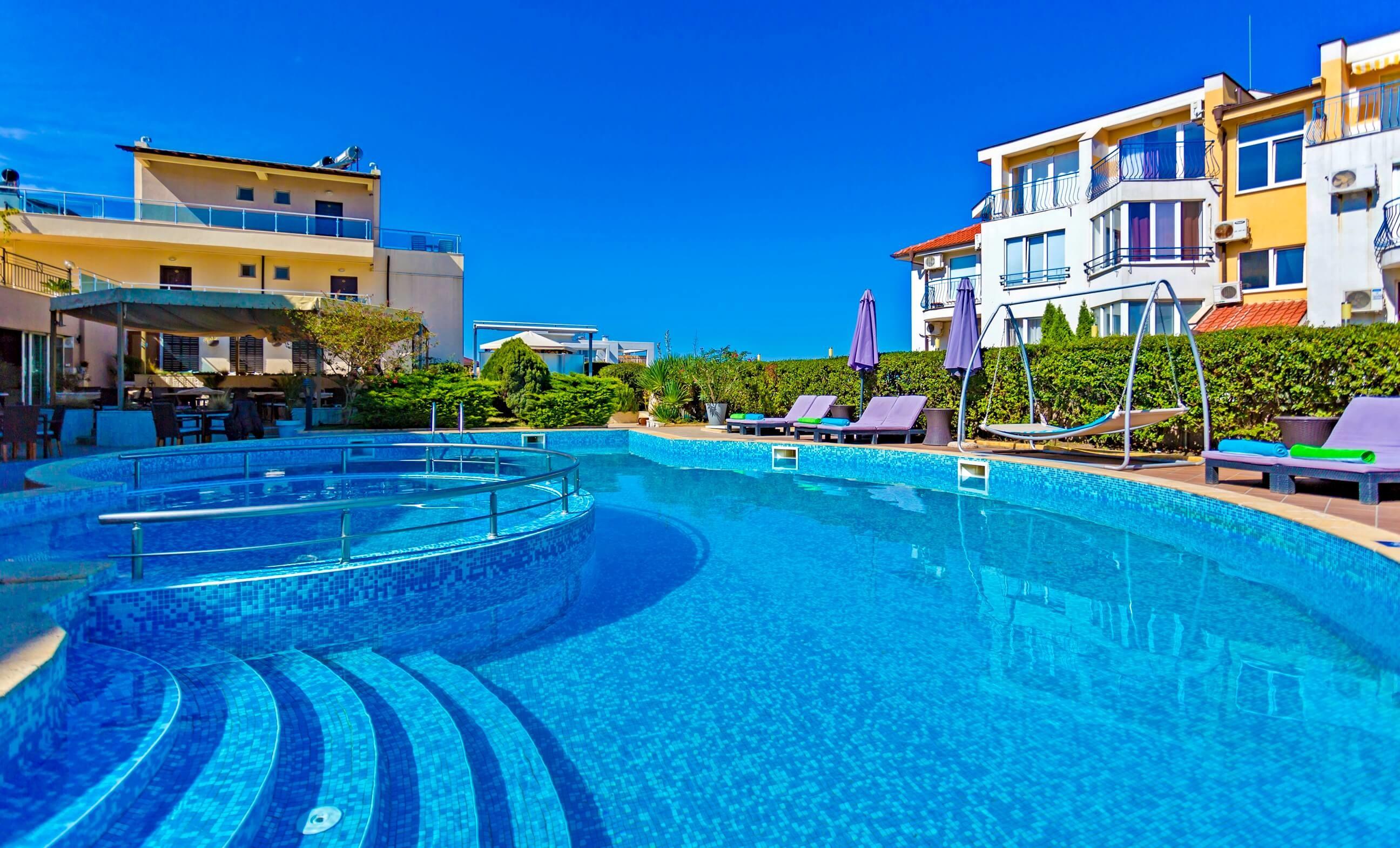 Хотел Селена Бийч 3* - общ изглед басейн
