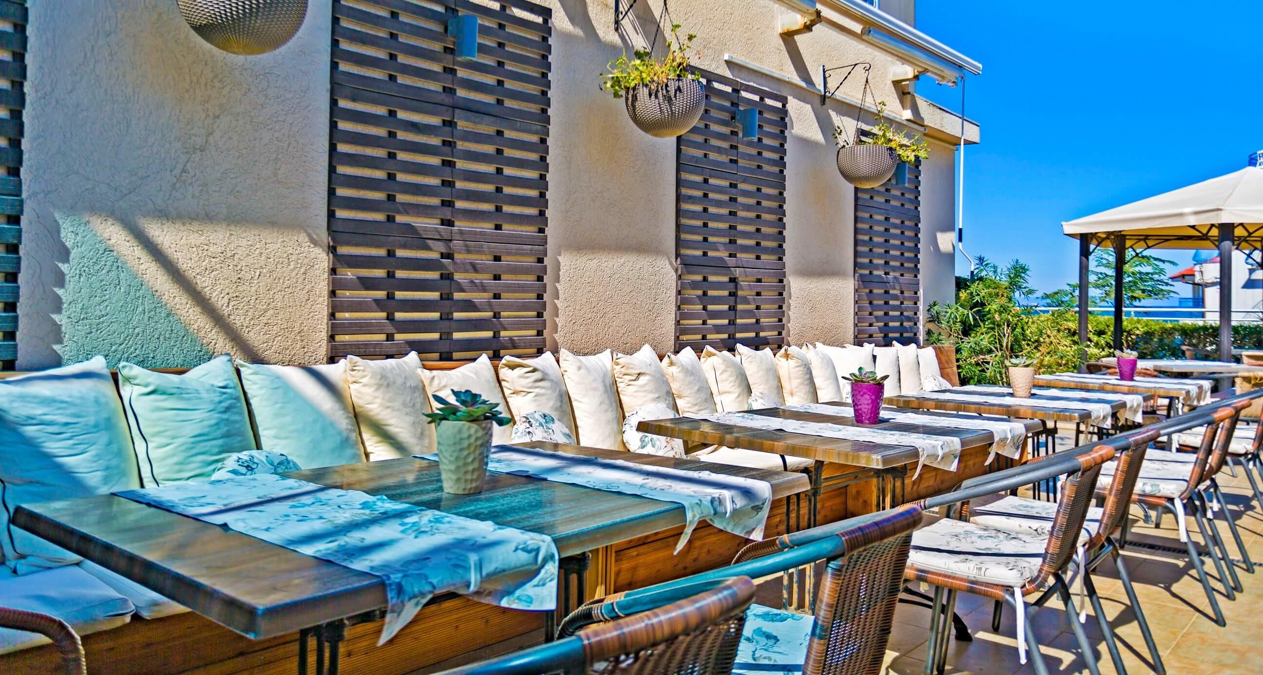 Хотел Селена Бийч 3*  - ресторант външна част