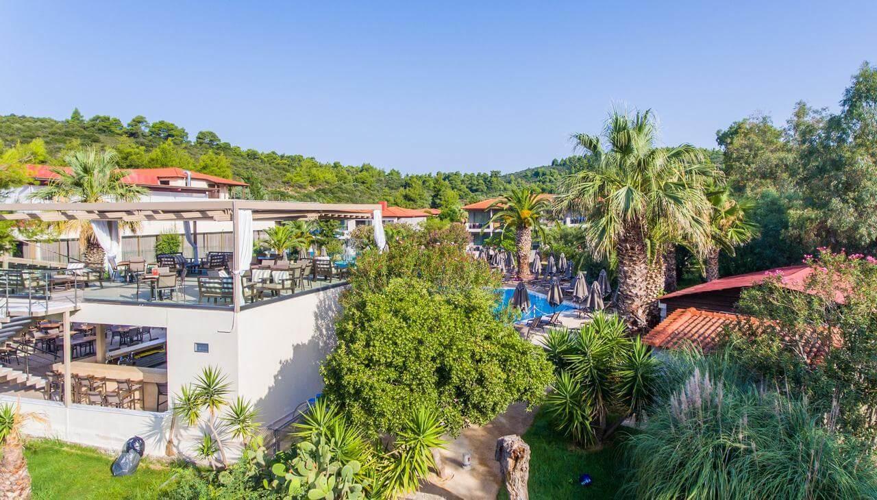 Poseidon Hotel Sea Resort - градина