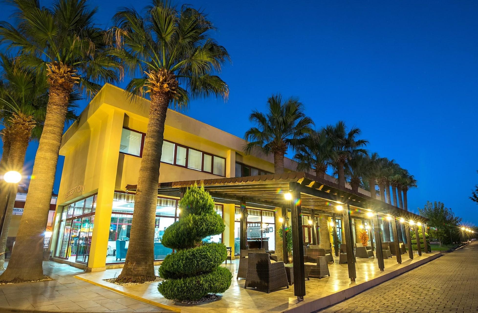 Gumuldur Resort Hotel - нощен изглед