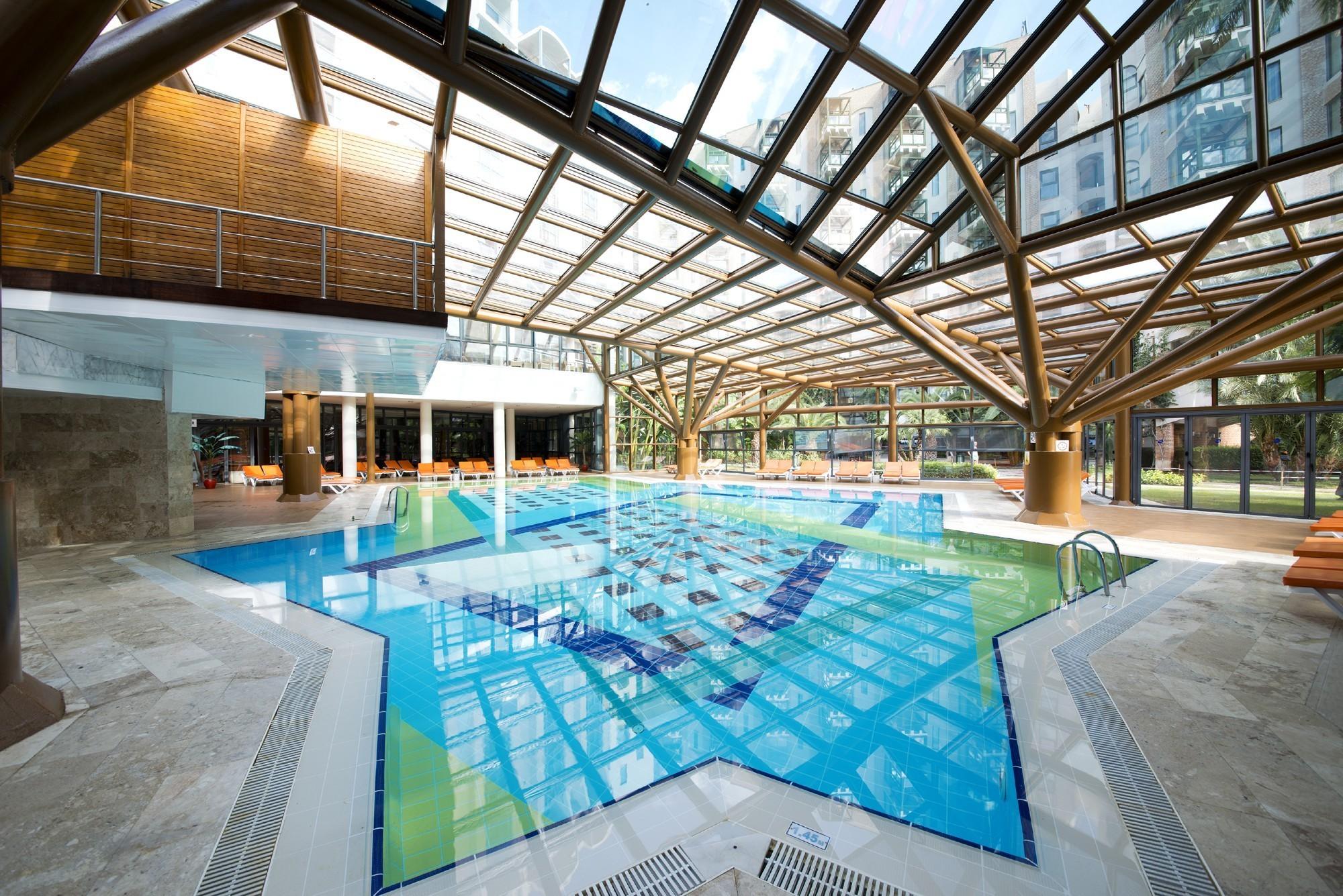 Limak Limra Hotel & Resort - закрит басейн