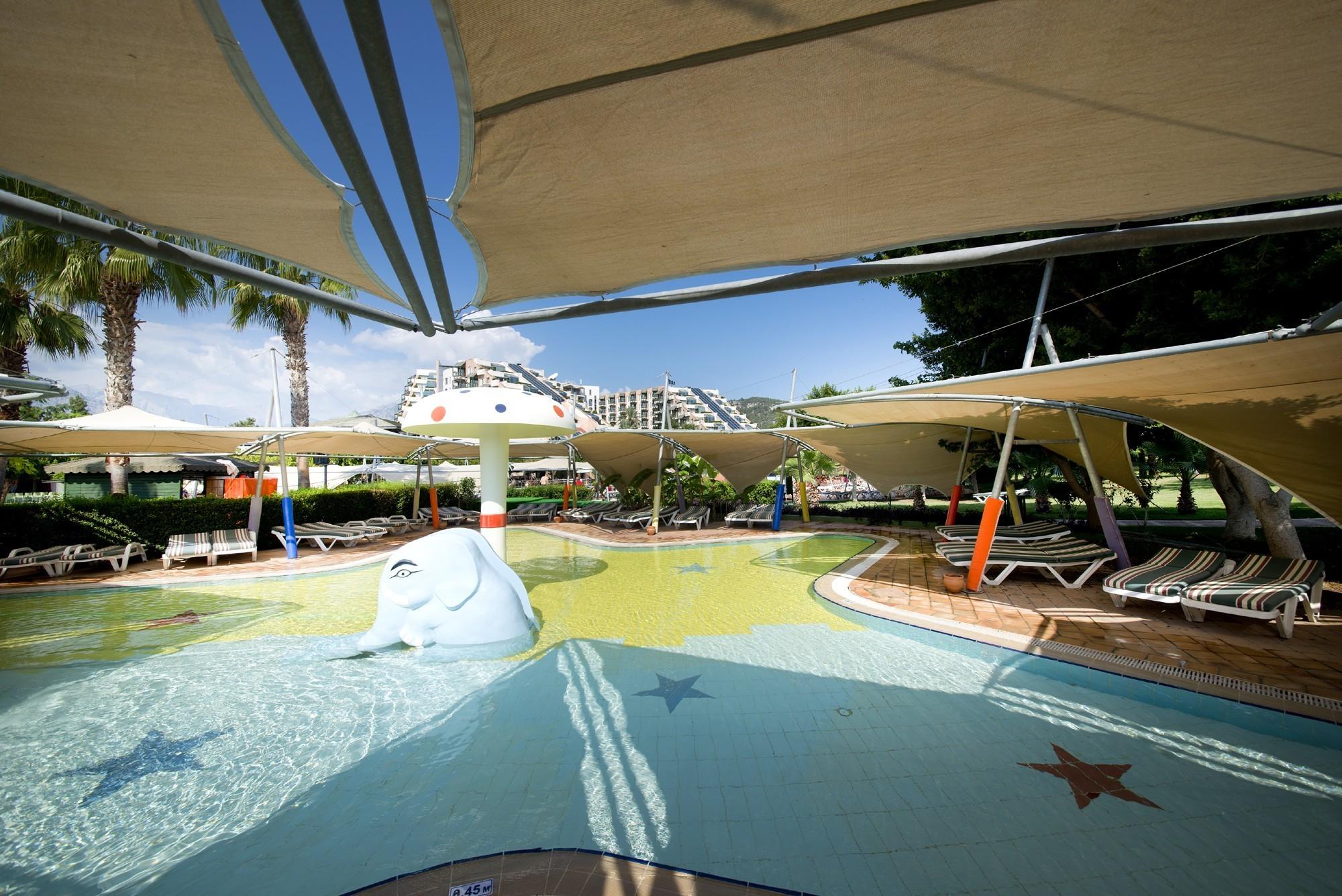 Limak Limra Hotel & Resort - басейн