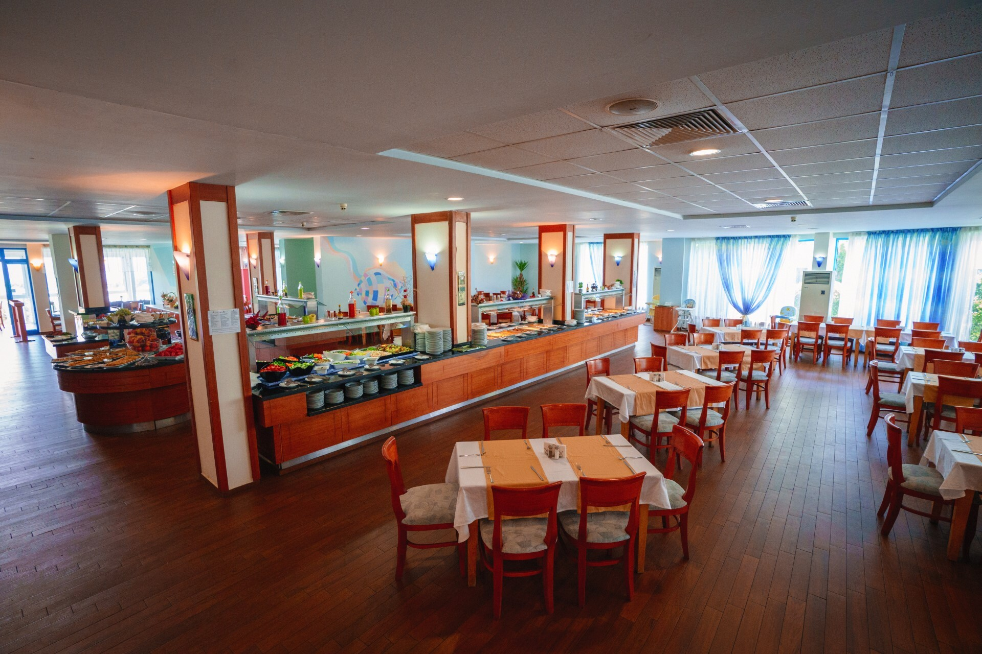 Перла Голд и Лъкшъри - основен ресторант Перла Бийч