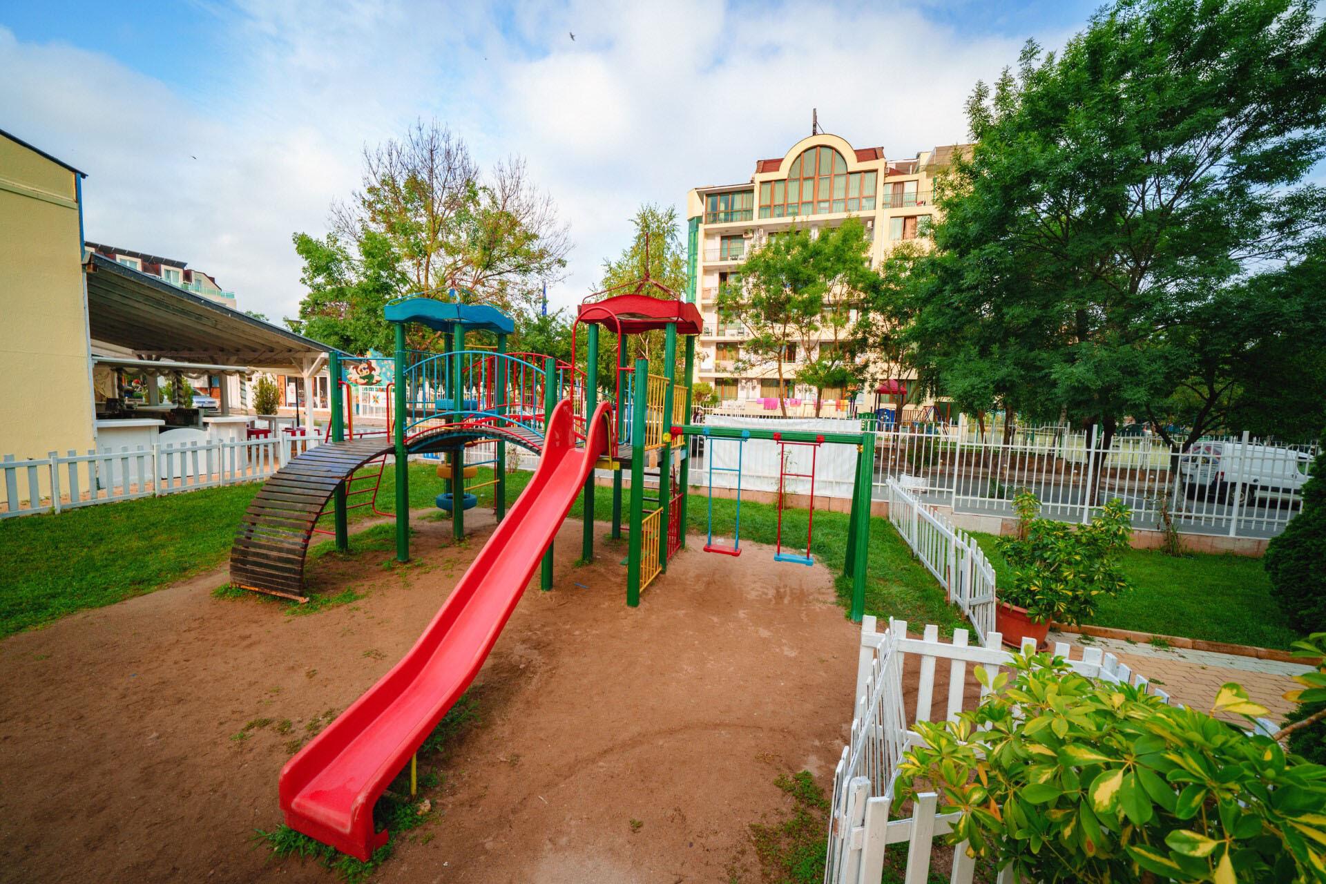 Перла Голд и Лъкшъри - детска площадка