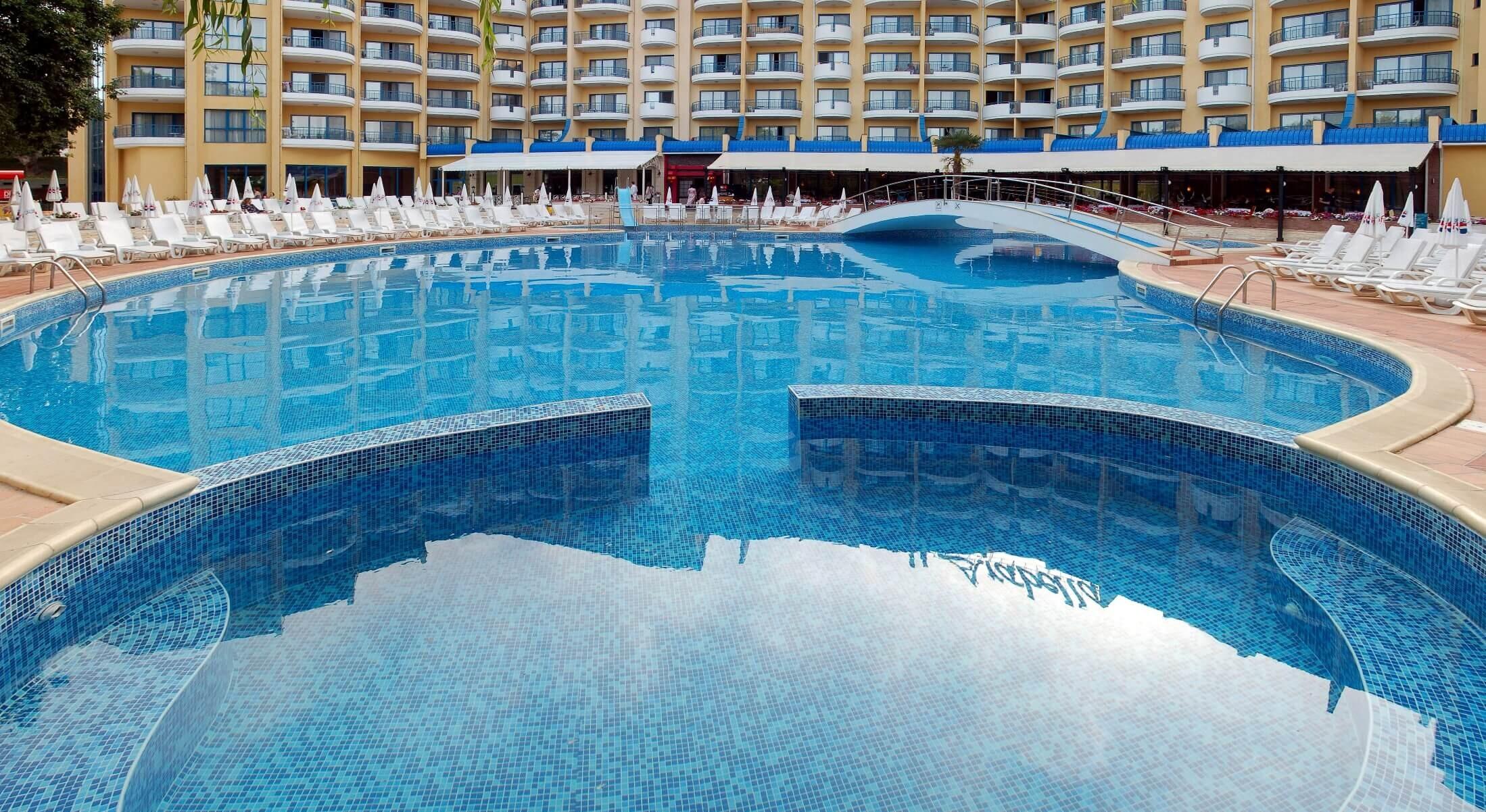 Грифид Хотел Арабела - басейн