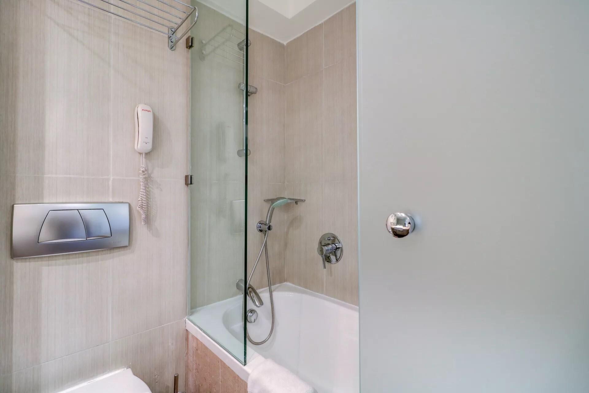 Bomo Olympus Grand Resort - двойна стая баня