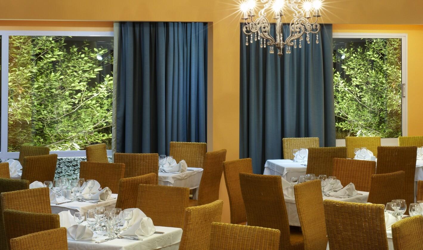 Portes Beach Hotel - основен ресторант