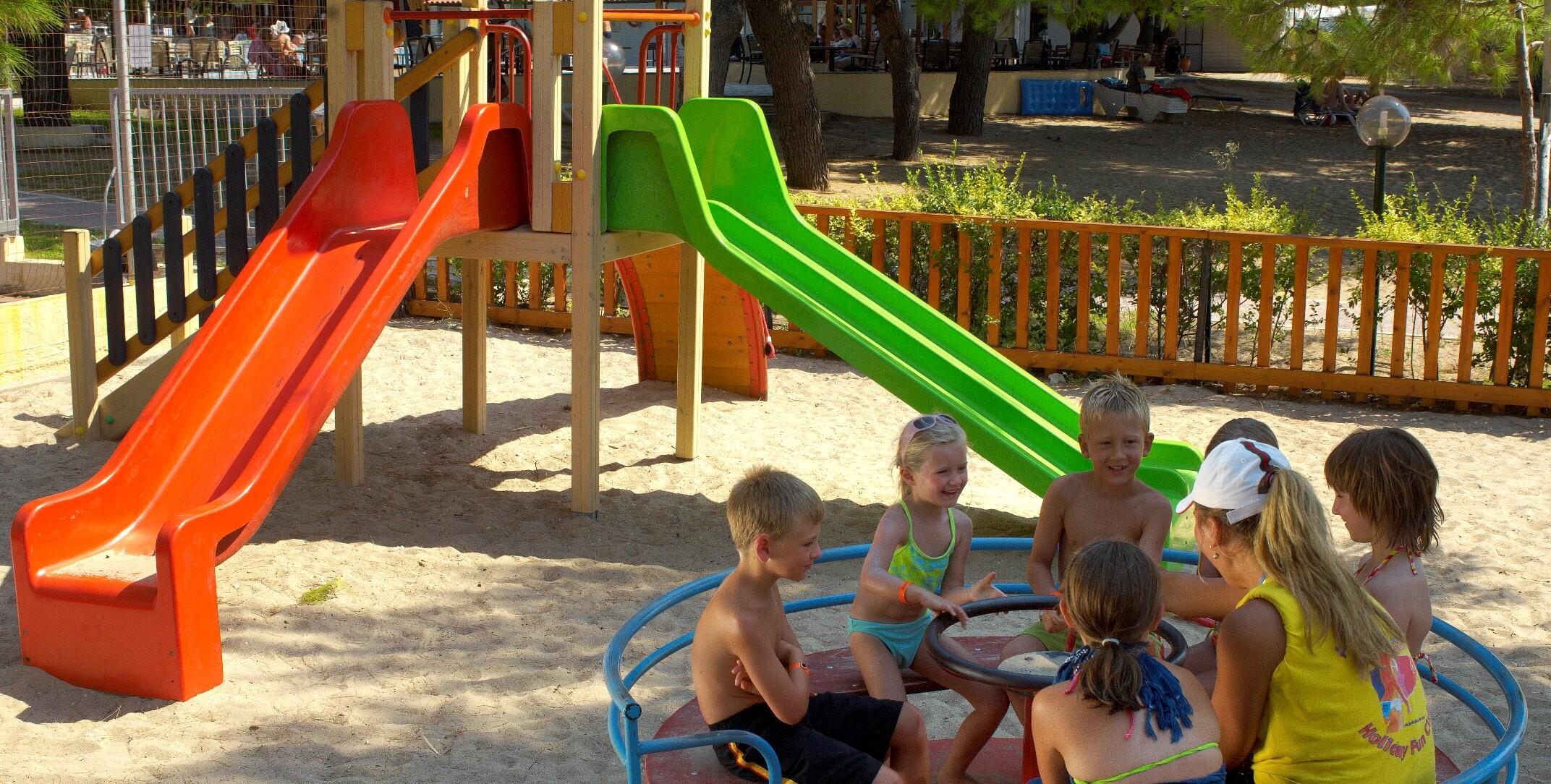 Portes Beach Hotel - детска площадка
