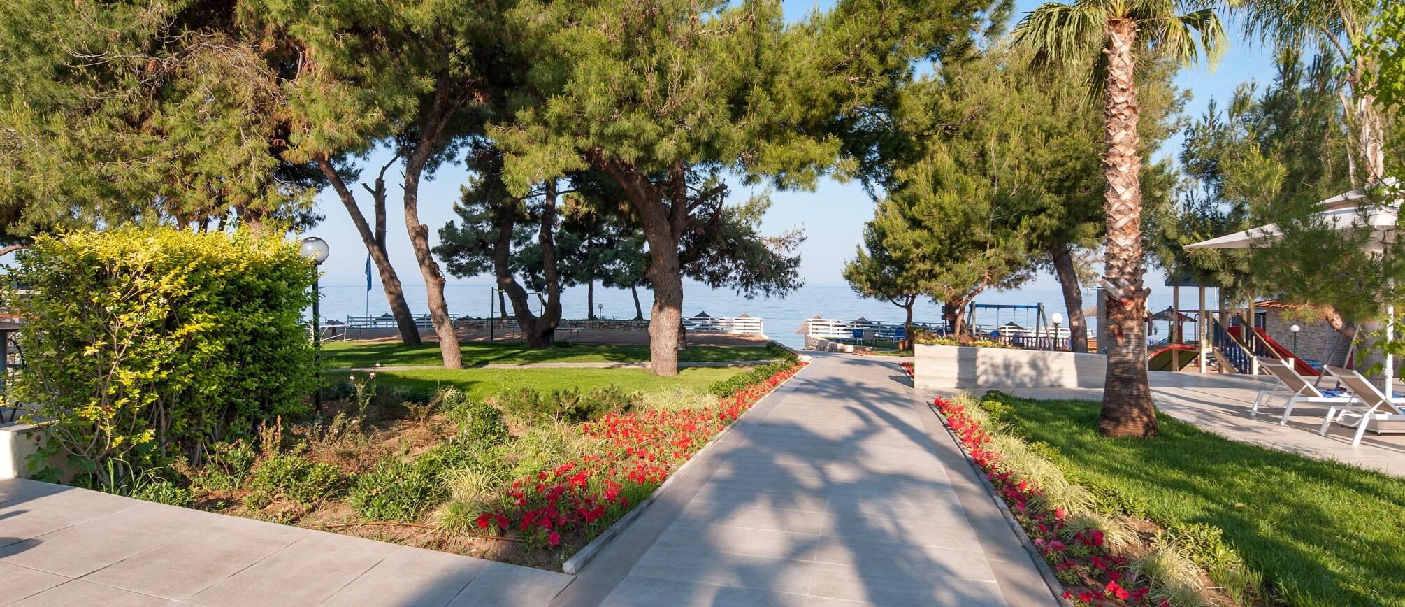 Portes Beach Hotel - градина