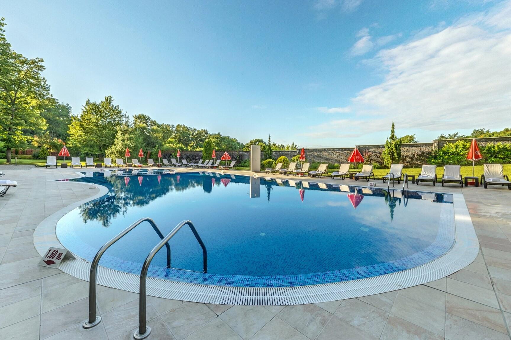 Сана Спа Хотел - външен басейн