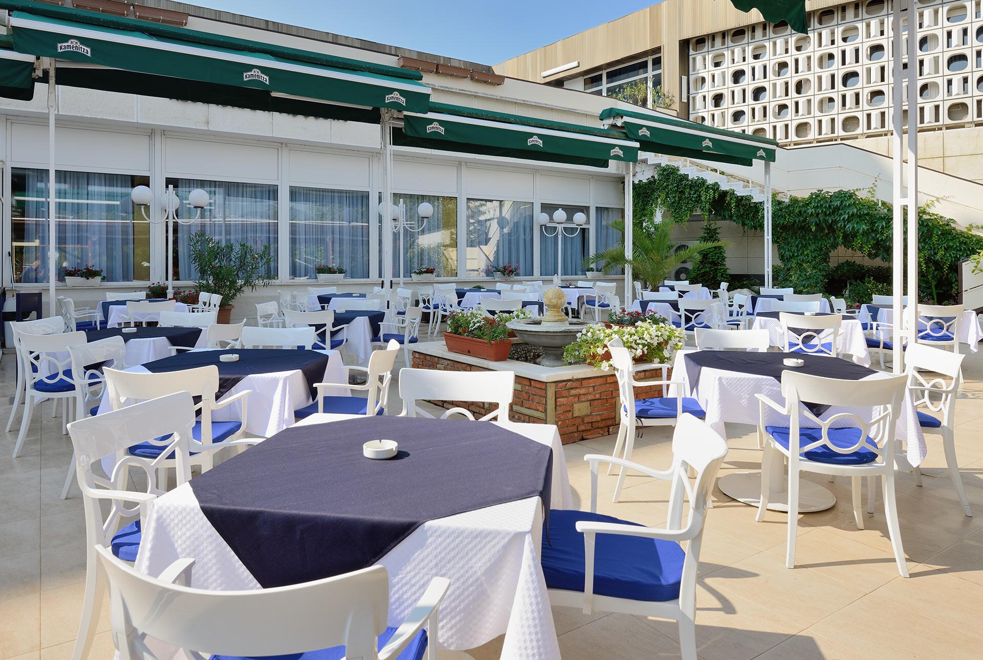 Спа Хотел Аугуста - външна градина на ресторанта