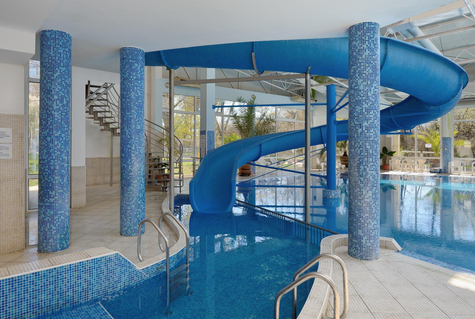 Спа Хотел Аугуста - вътрешен басейн пързалка