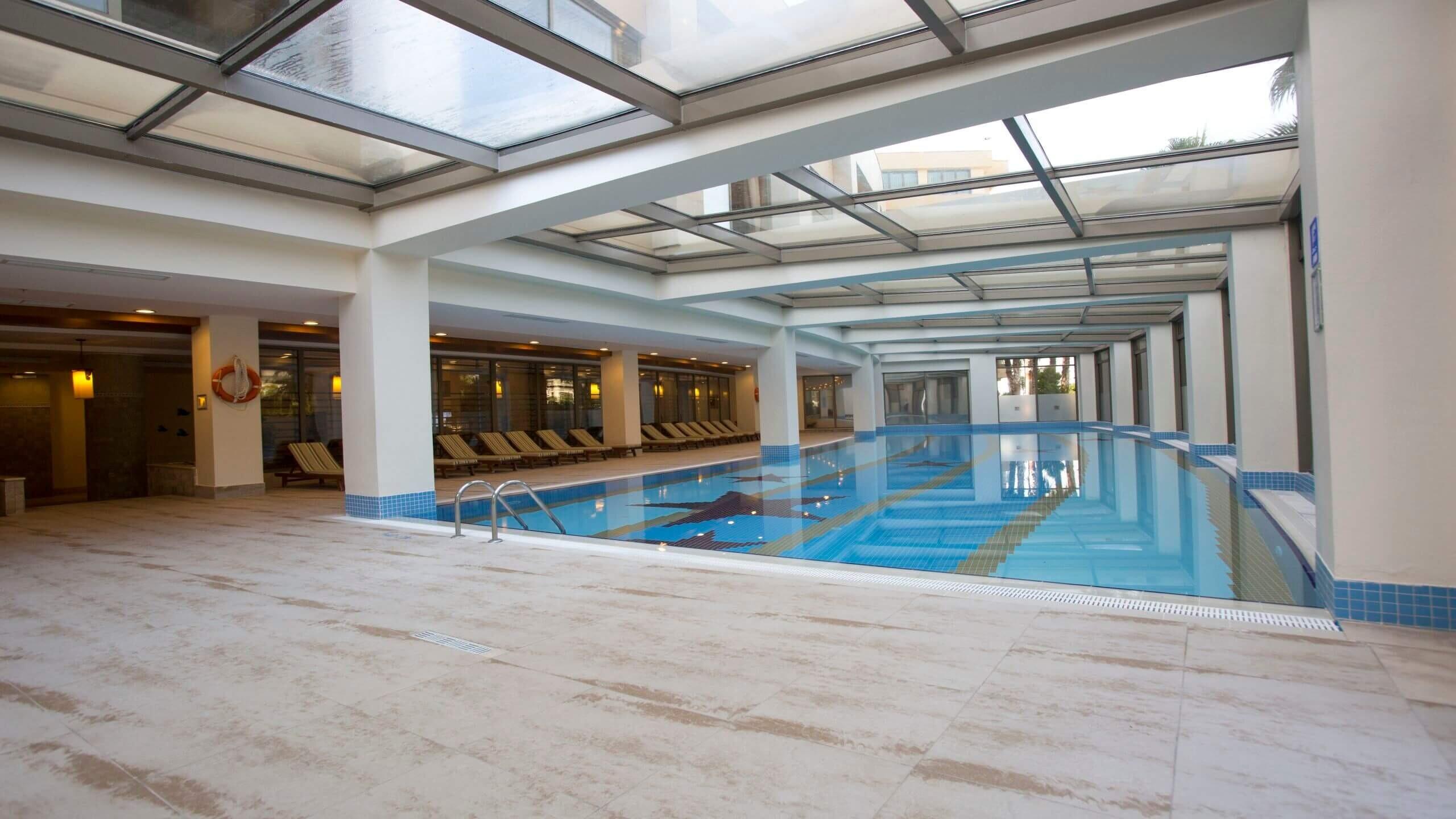 Fame Residence Lara - закрит басейн
